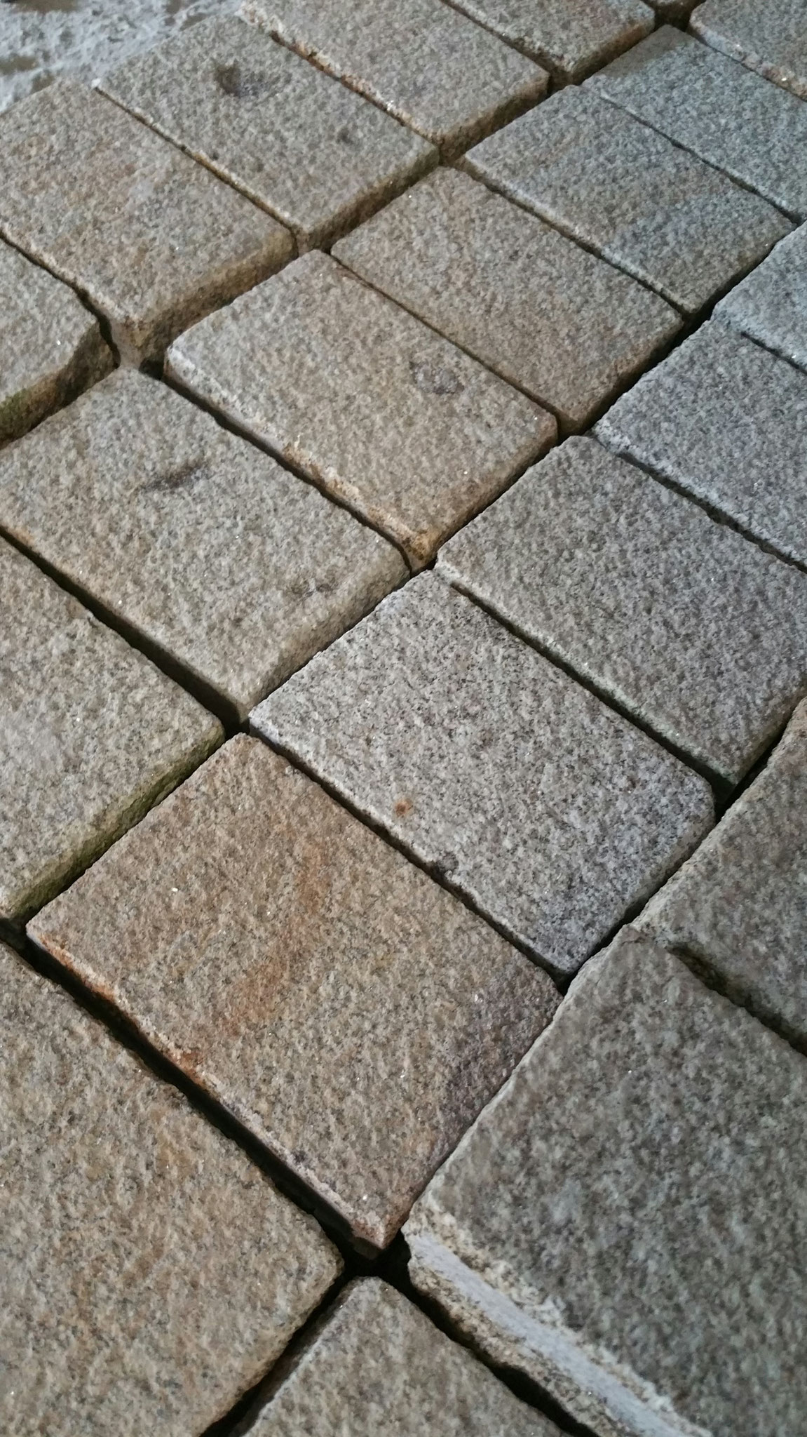 pavé granit jaune 10x15x5 bouchardé