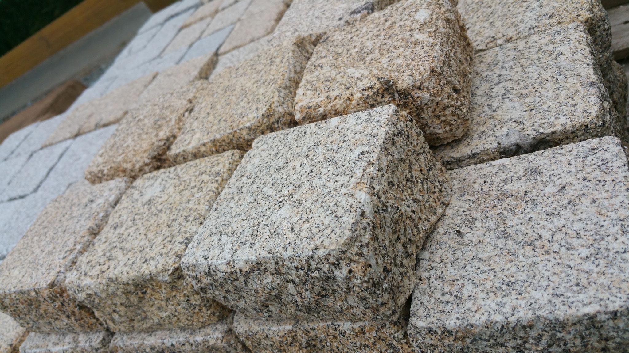 pavé granit jaune 10x10x5 bouchardé