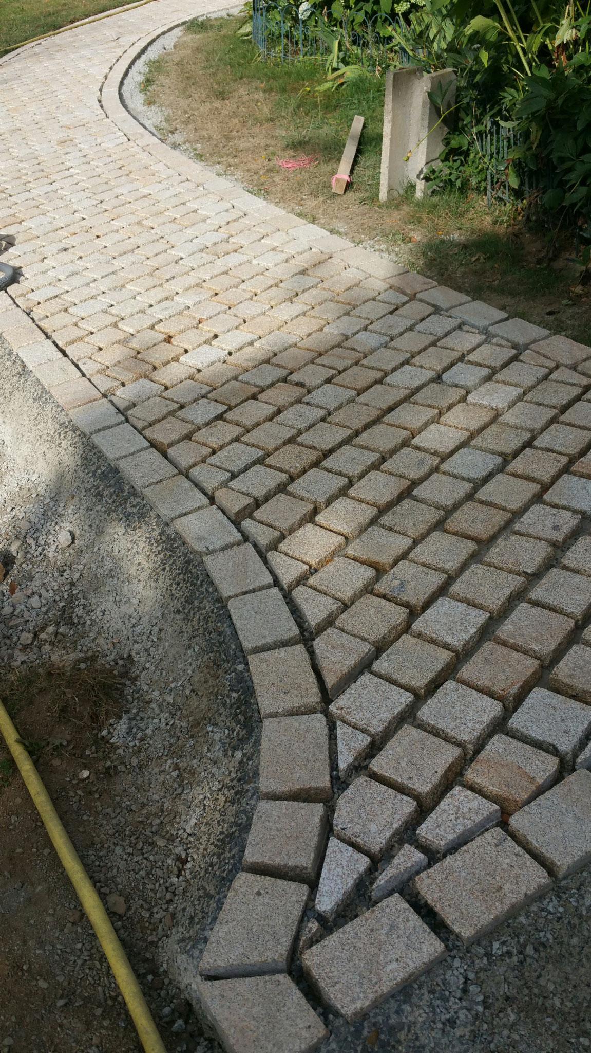 allé jardin  pave granit jaune boucharde  10*10*5 + 15*10*5