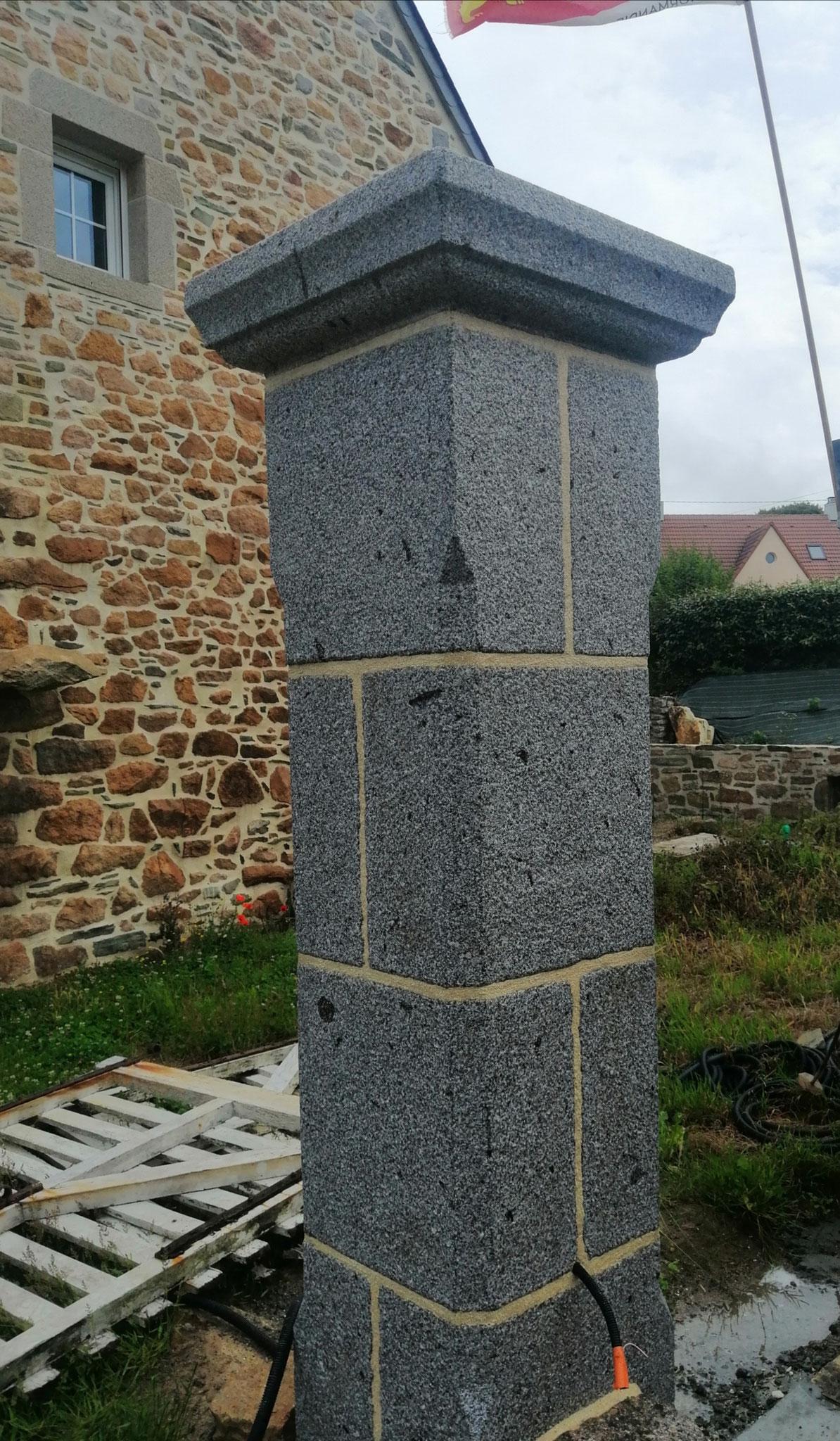 pilier pierre granit gris
