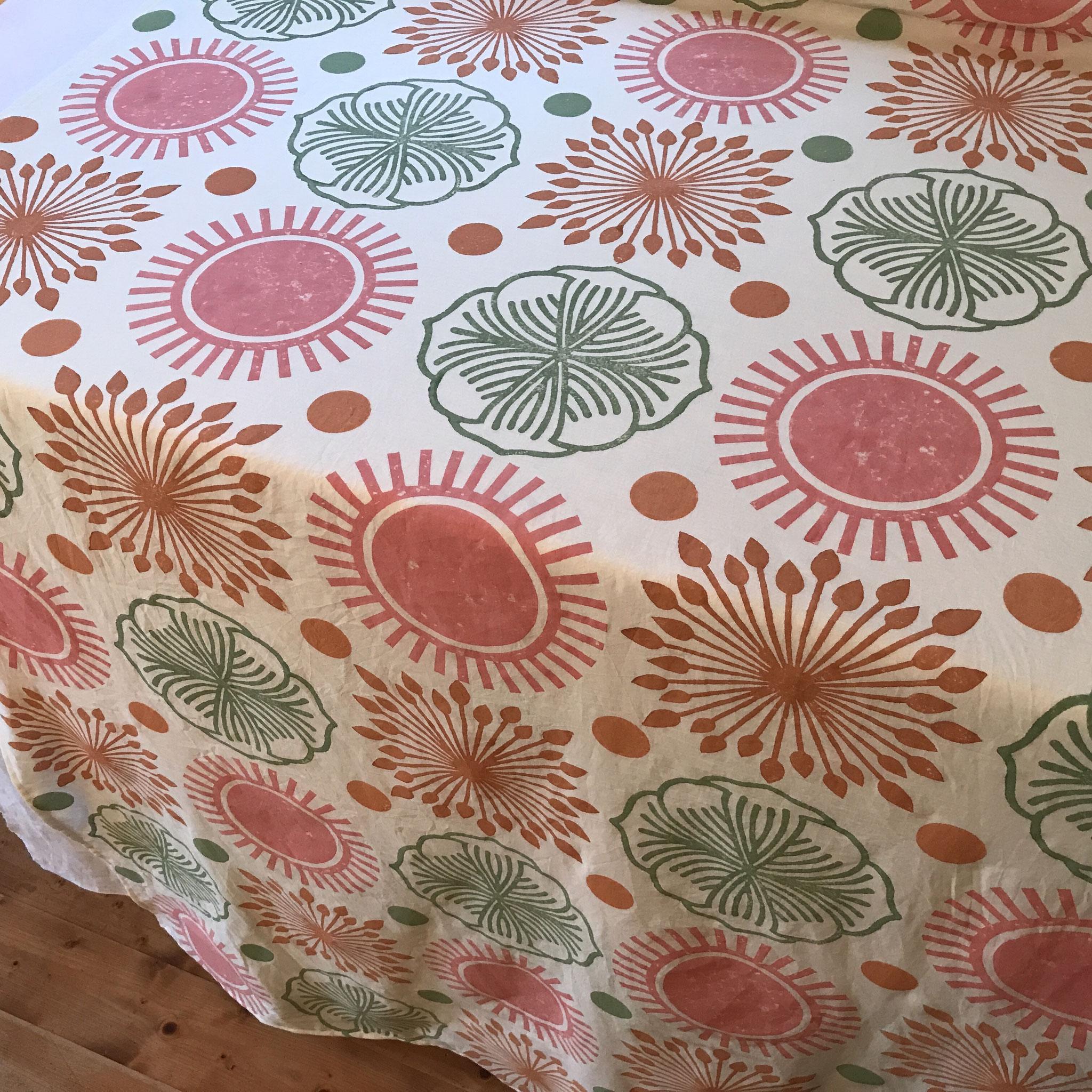 Holzstempeldruck auf Biobaumwolle mit natürlichen Textilfarben
