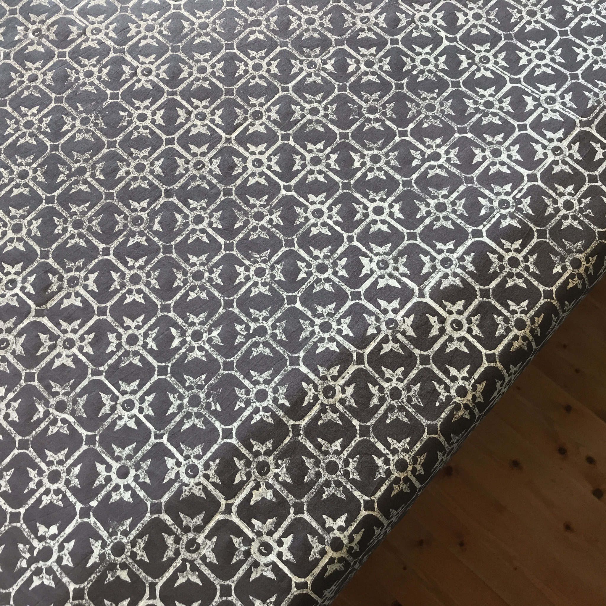 Block Print Druck aus einem Druckkurs im Atelier Wädenswil mit natürlichen Textildruck Farben