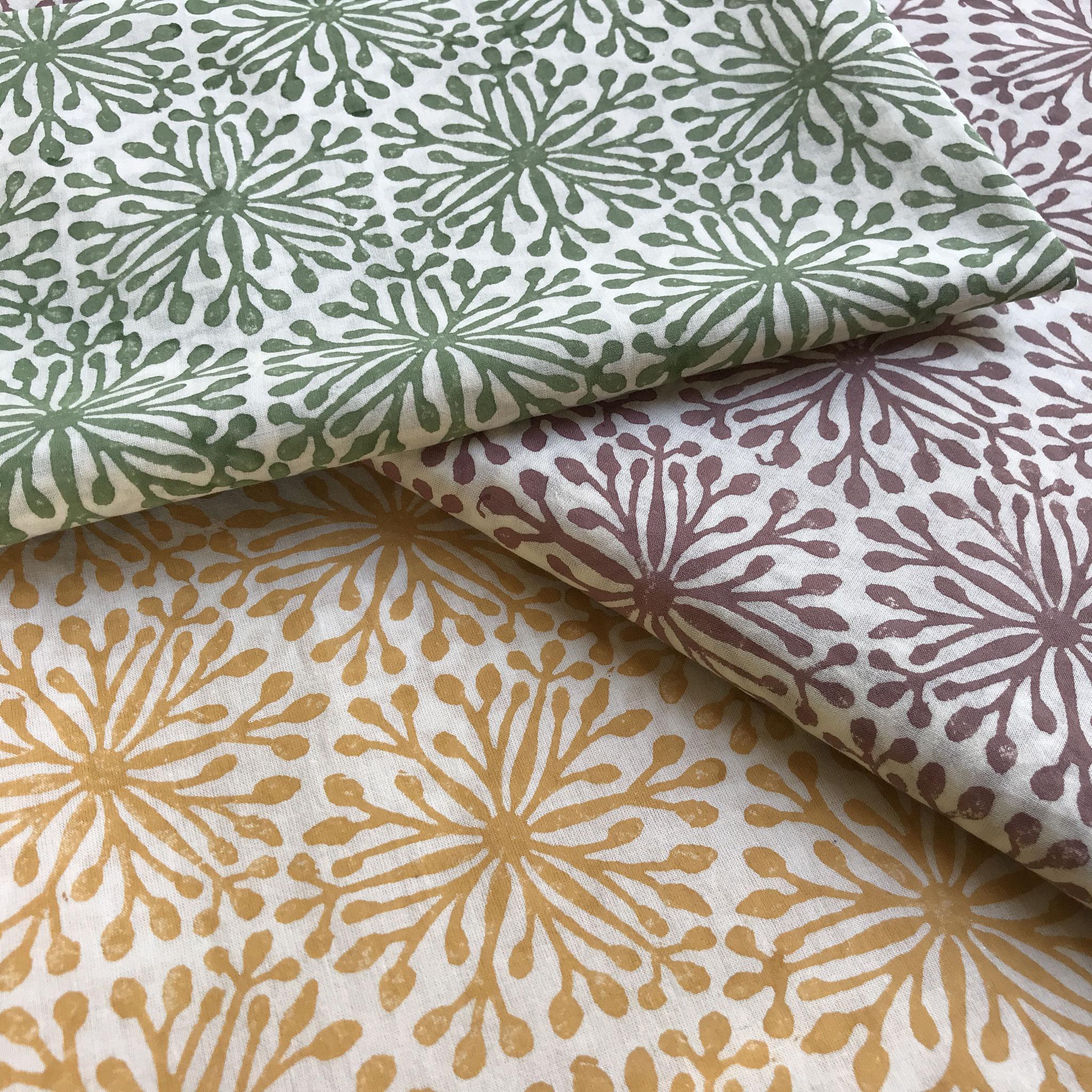 Holzstempeldruck auf Biobaumwolle mit natürlichen Textilfarben / Wädenswil Schweiz