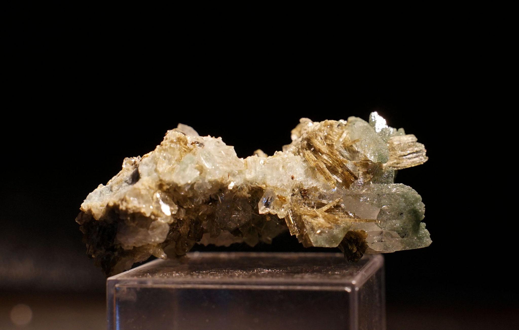 Epidote et quartz Le Bourg d'Oisans 7 cm
