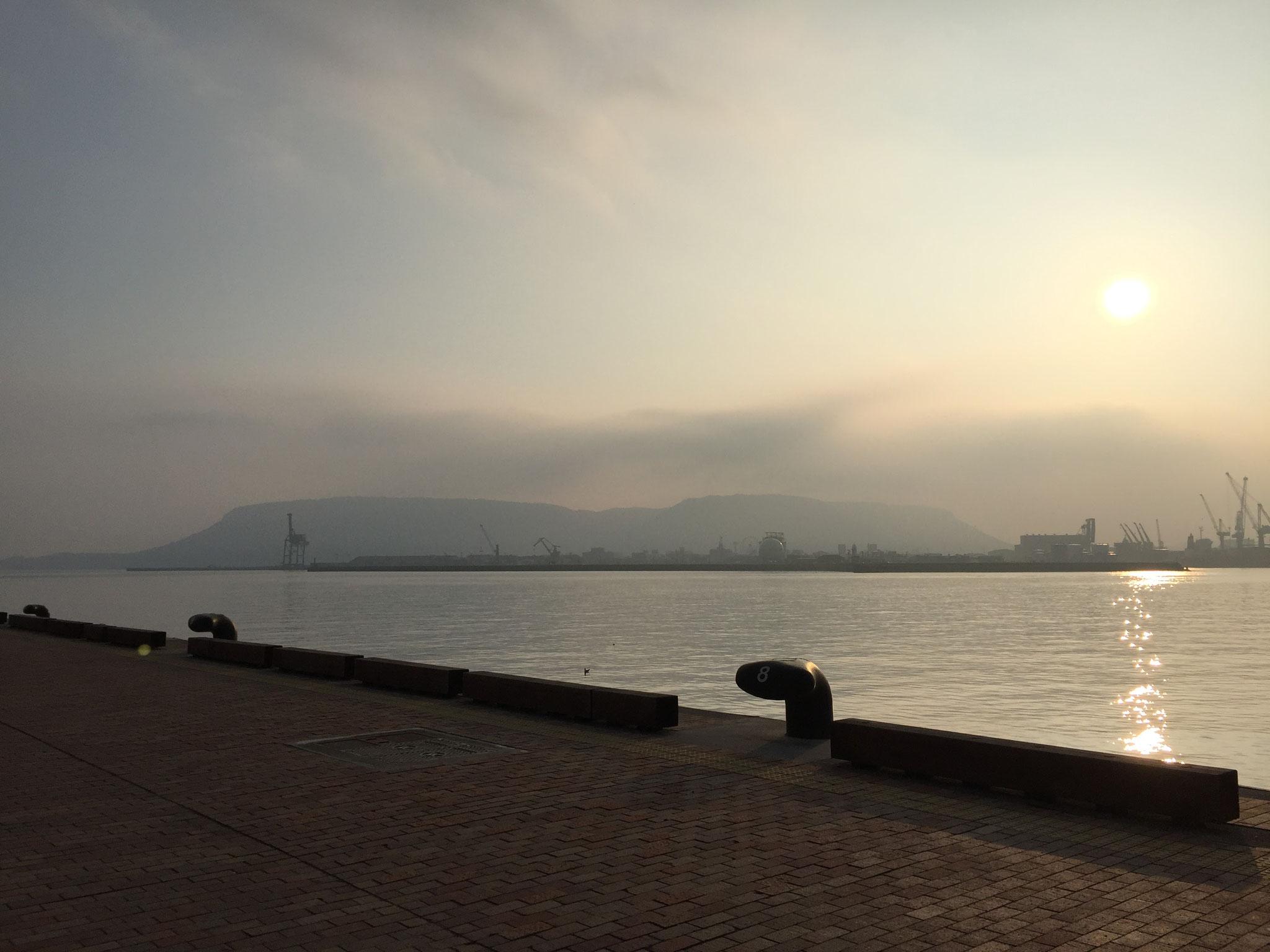 香川、瀬戸内海は穏やかです。朝日も綺麗!