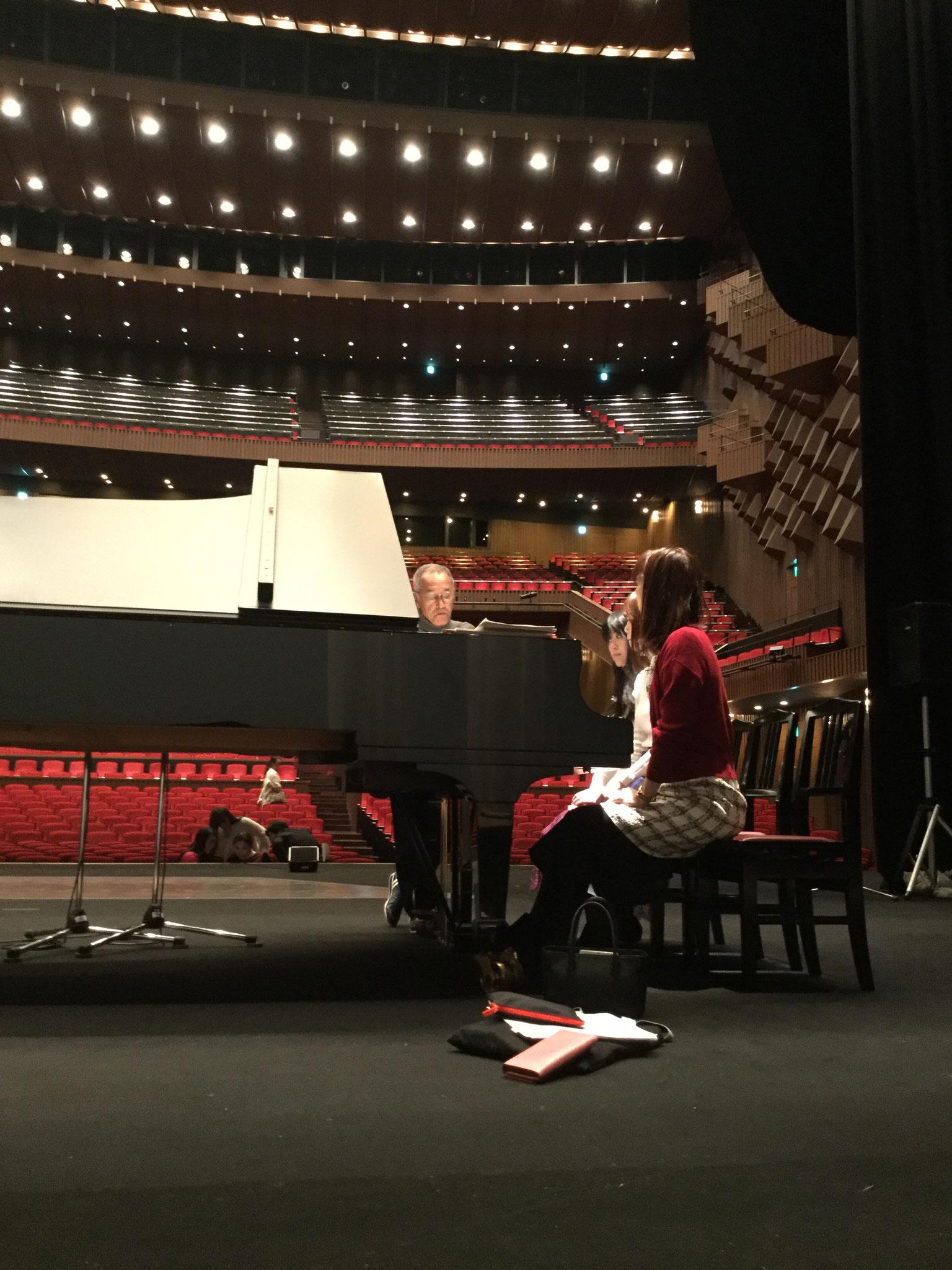ピアニストさんも入念な打ち合わせ…。真剣そのものです。