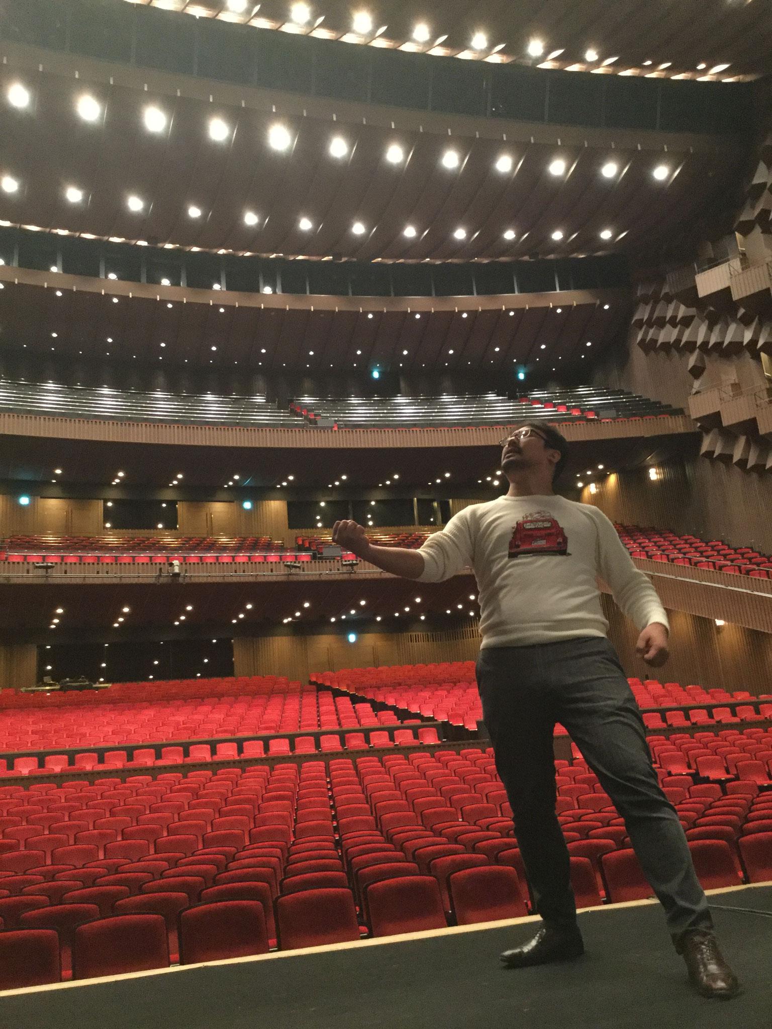大阪二日目。改めて舞台の大きさにはしゃぐ大人、その1(笑)