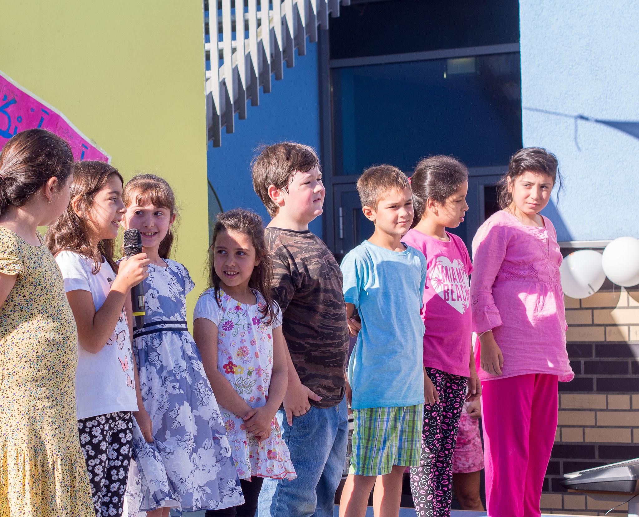 Die Einschulungsfeier auf dem Schulhof