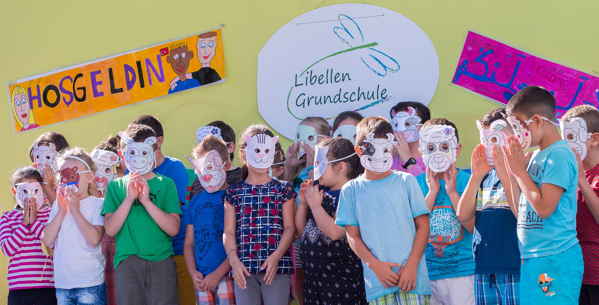 Die Einschulungsfeier auf dem Schulhof 7