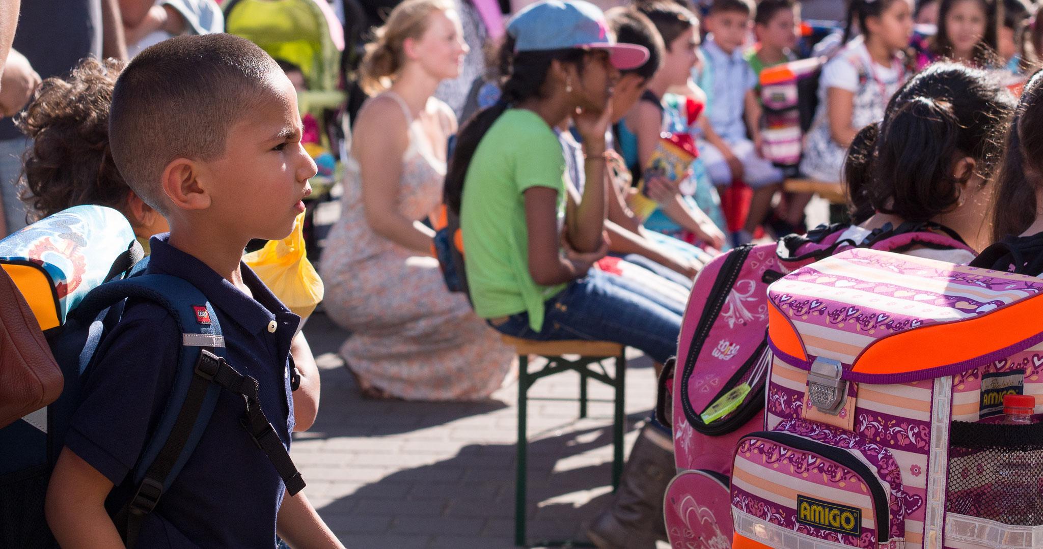 Die Einschulungsfeier auf dem Schulhof 4
