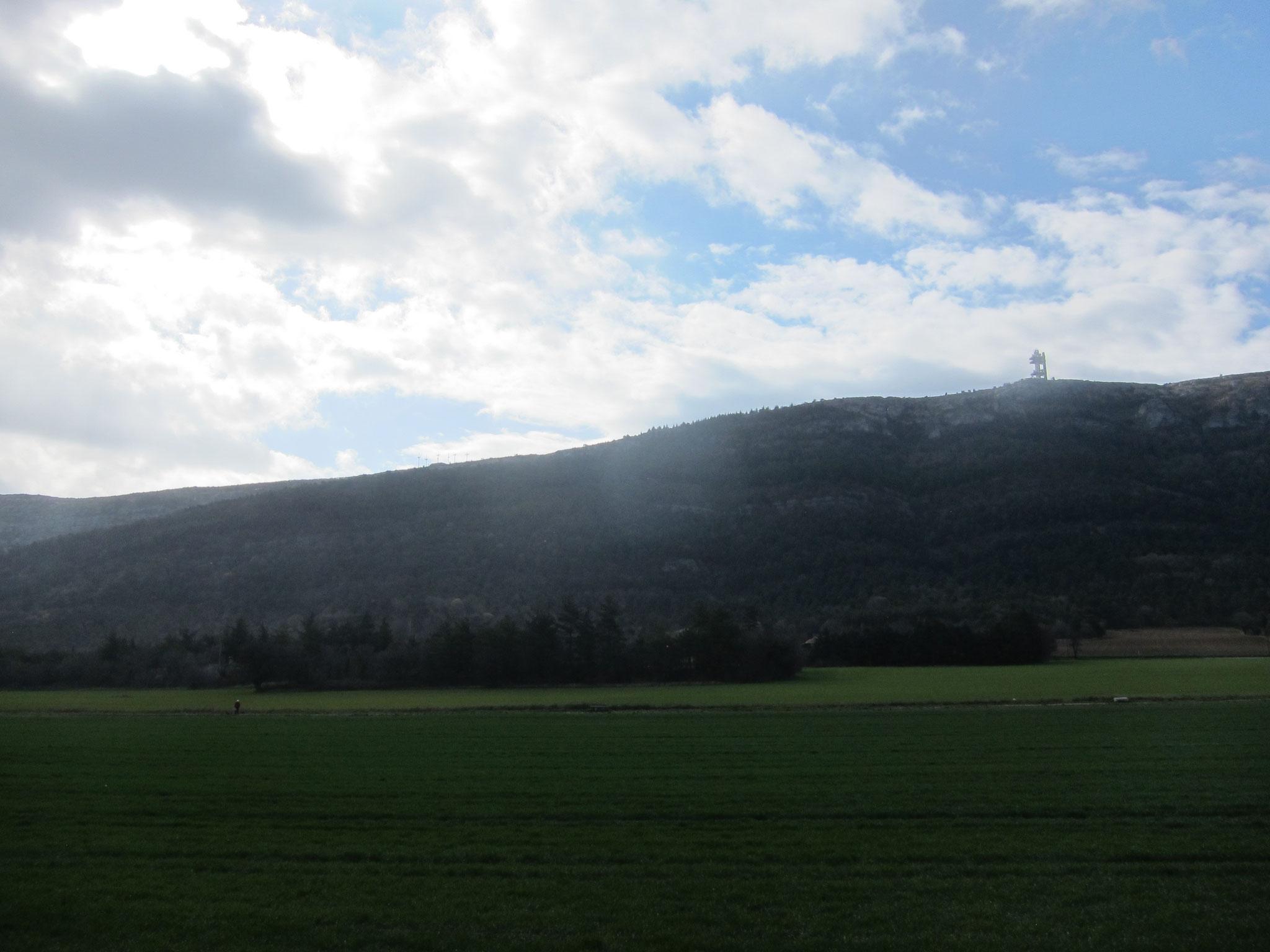 セントバウムとは聖なる洞窟 この山です