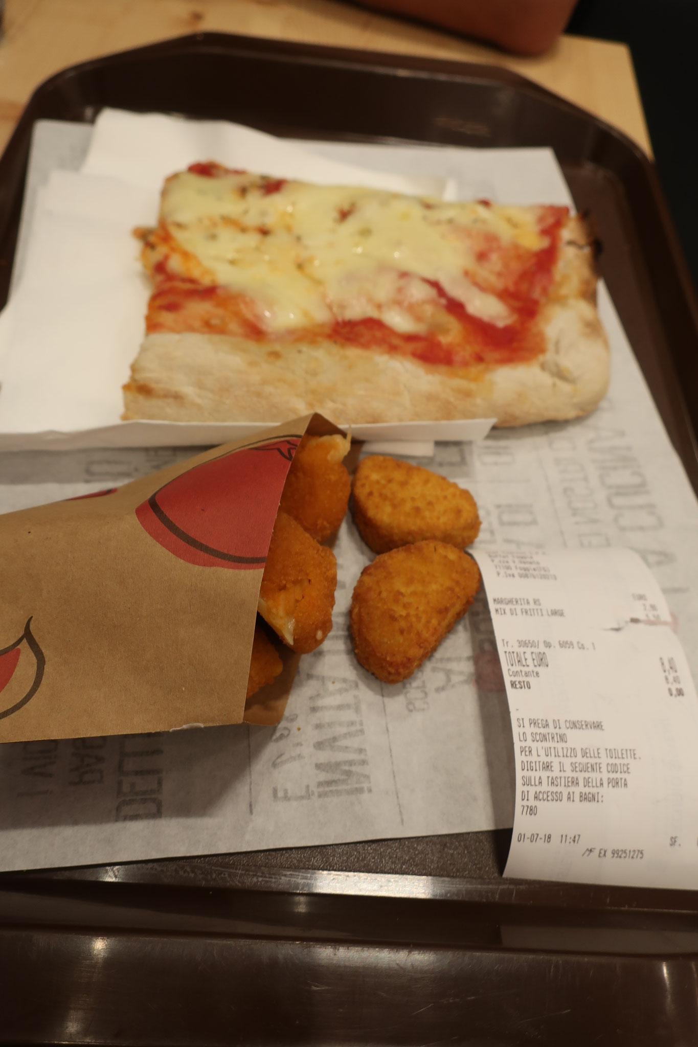駅構内のBARでナポリピザが食べれますよ。お安いです