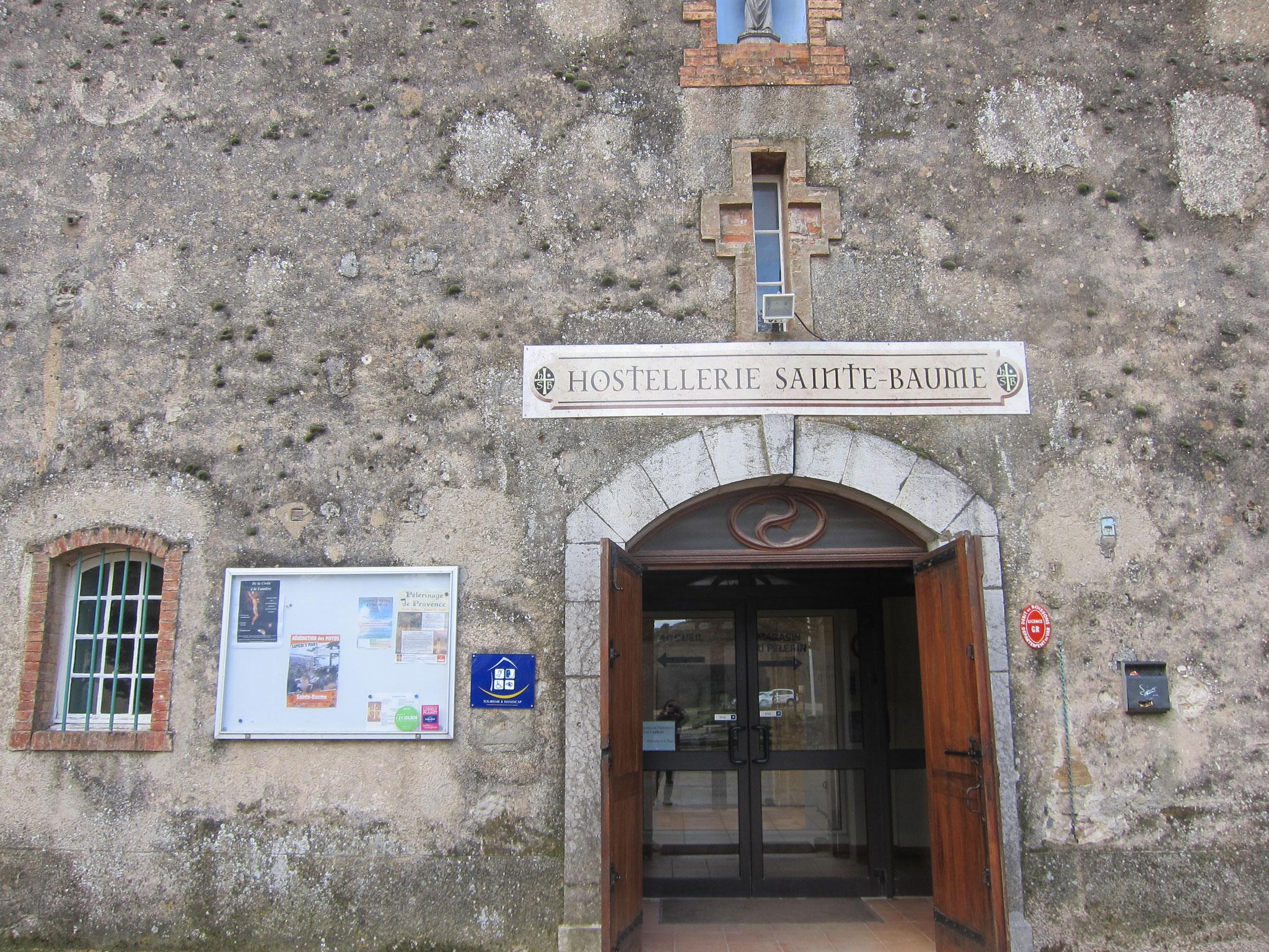 こちらが修道会入口です