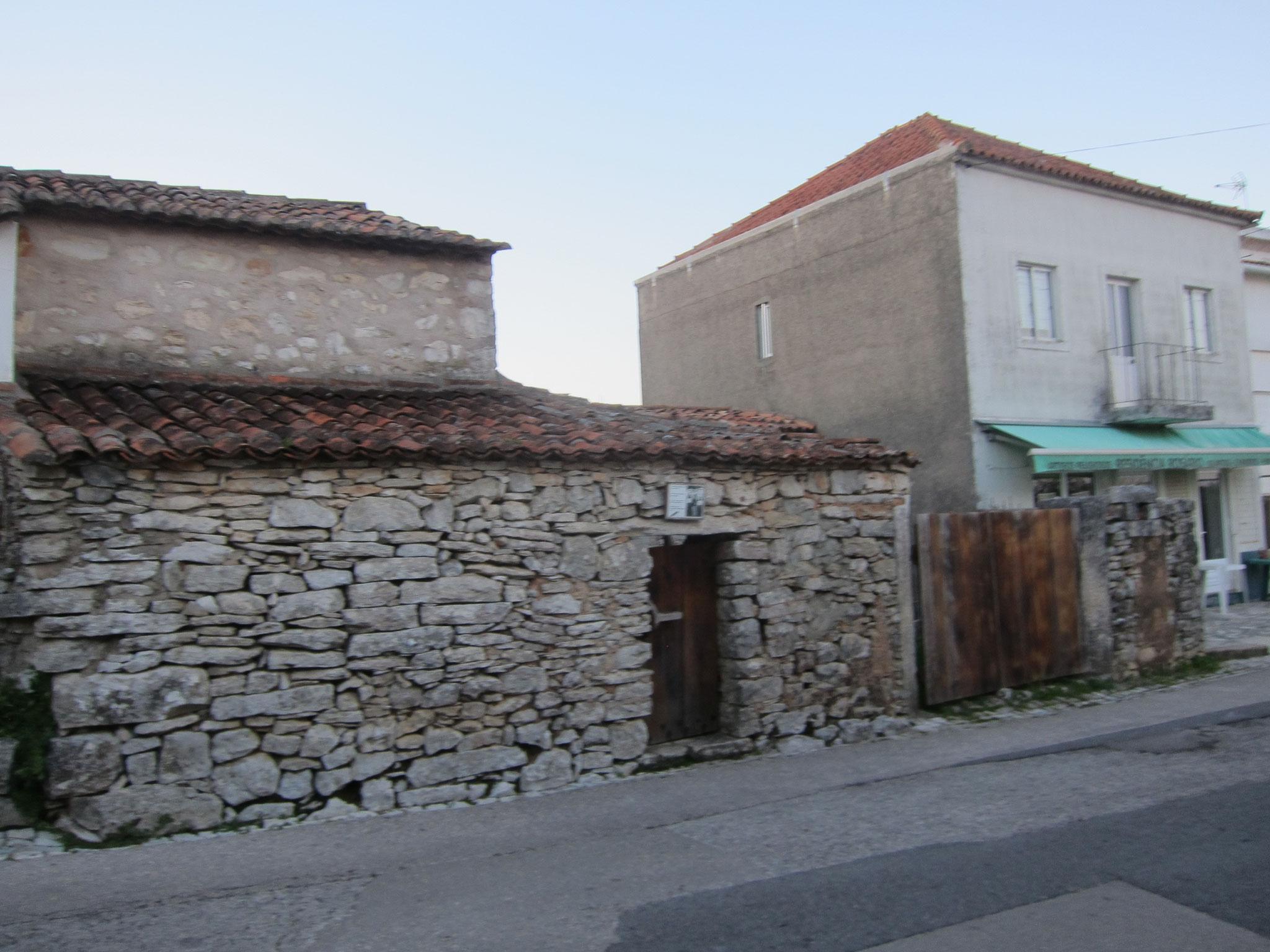 小さな村にLUCIAの生家があります