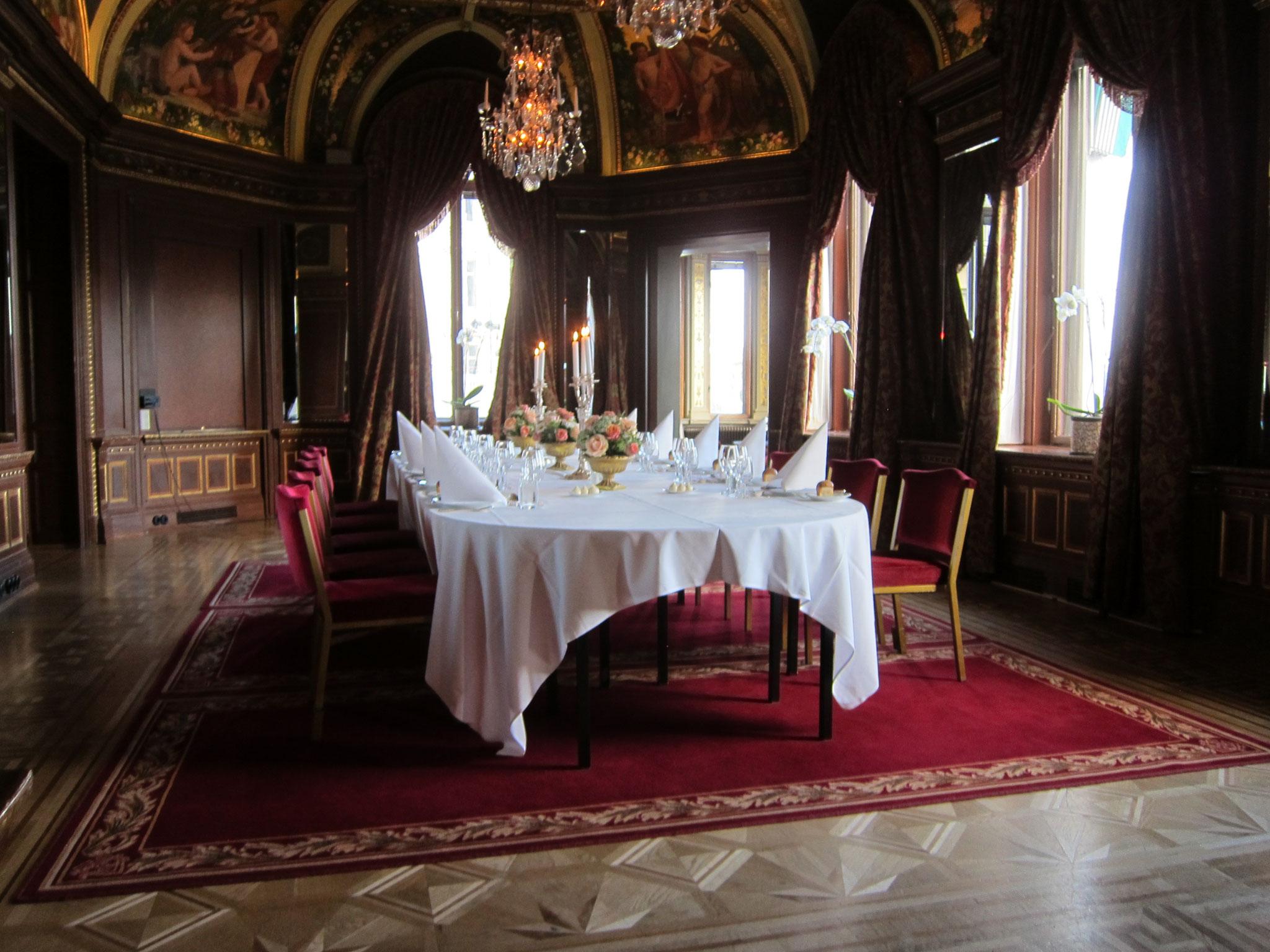 グランドホテルの貴賓室 前室でまずはシャンパン