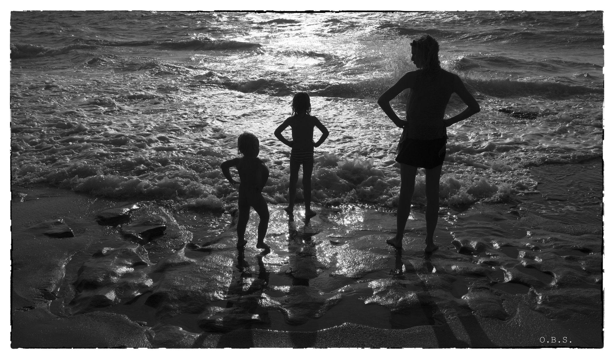 Anthe & her two lovely children, (Dungalpitiya, Sri Lanka 2014) © OBS