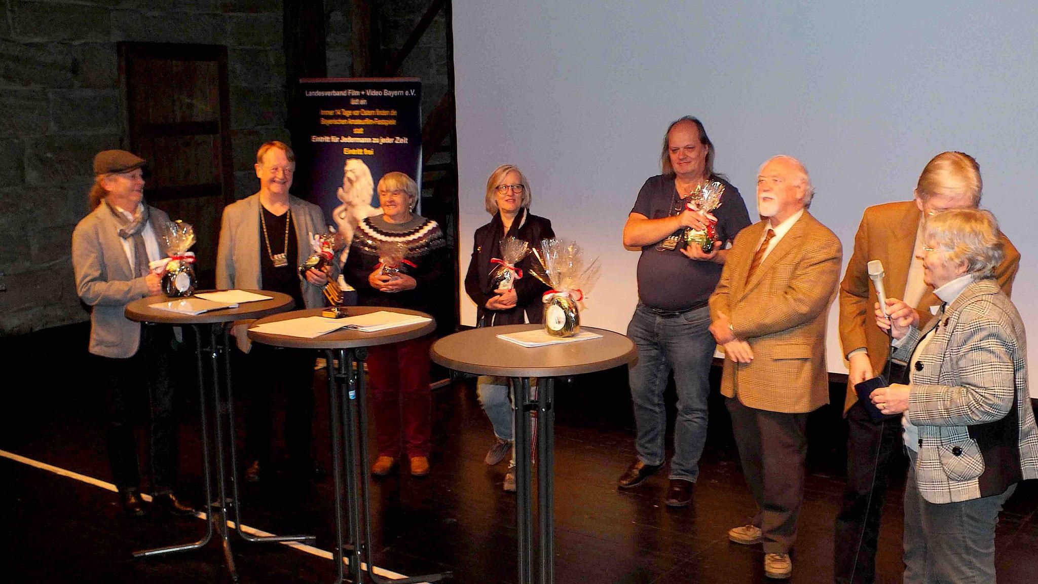Jury mit fränkischen Bocksbeuteln