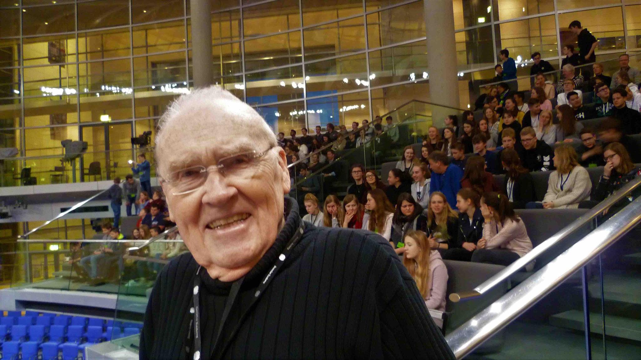 Günter auf dem Balkon des Plenarsaales