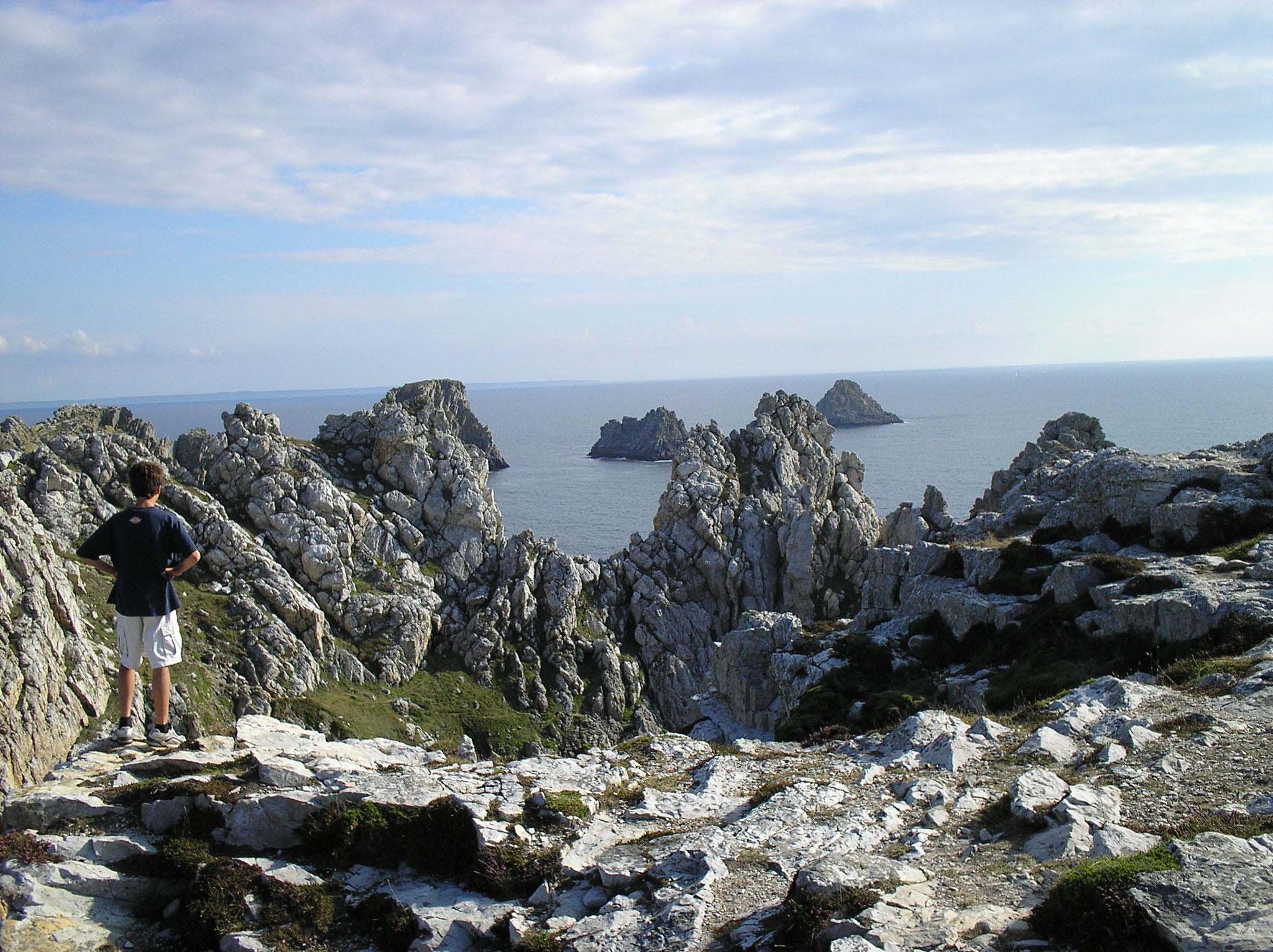 """Leonore und Bernhard Gramsch besuchten die Küste bei  Anse de Pen-Hir,  Bretagne, Frankreich: »Die Kelten, die vor knapp 1500 Jahren die bretonische Halbinsel besiedelten, gaben ihr den Namen Armorika,  Land am Meer."""""""