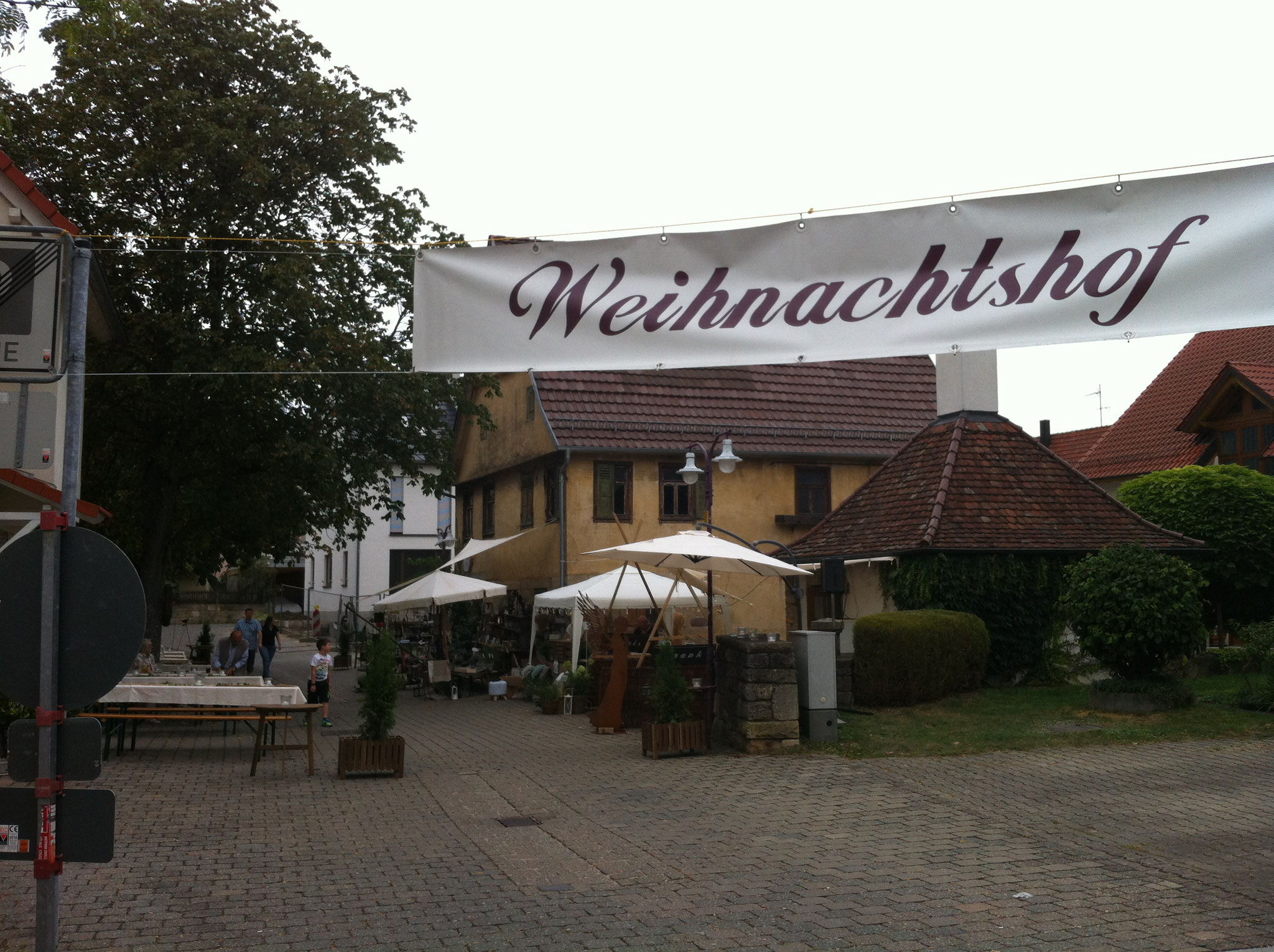 """der """"Weihnachtshof"""" auf dem Kirchplatzfest"""