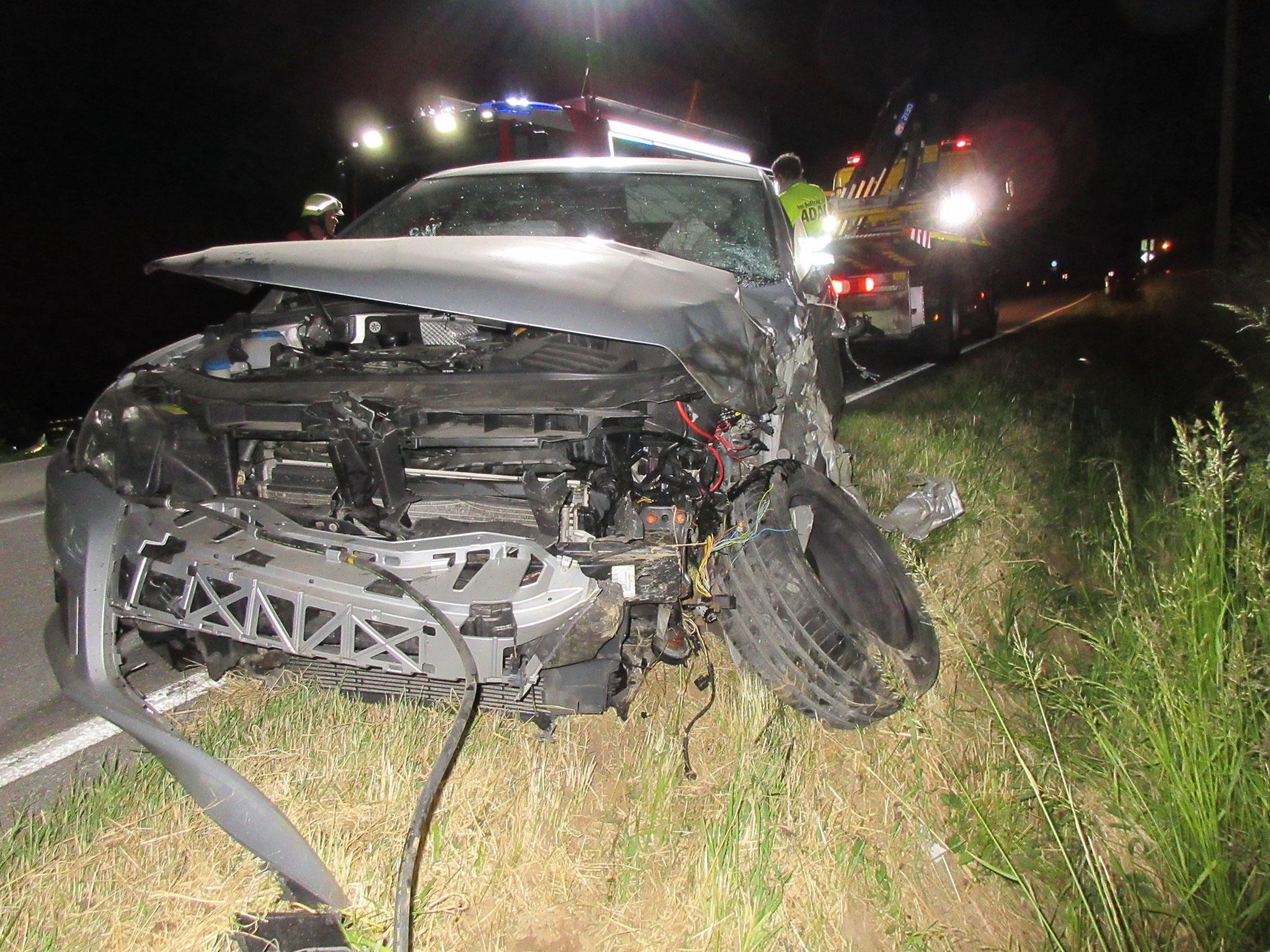 Verkehrsunfall PKW gegen Traktor - Freiwillige Feuerwehr Winzer