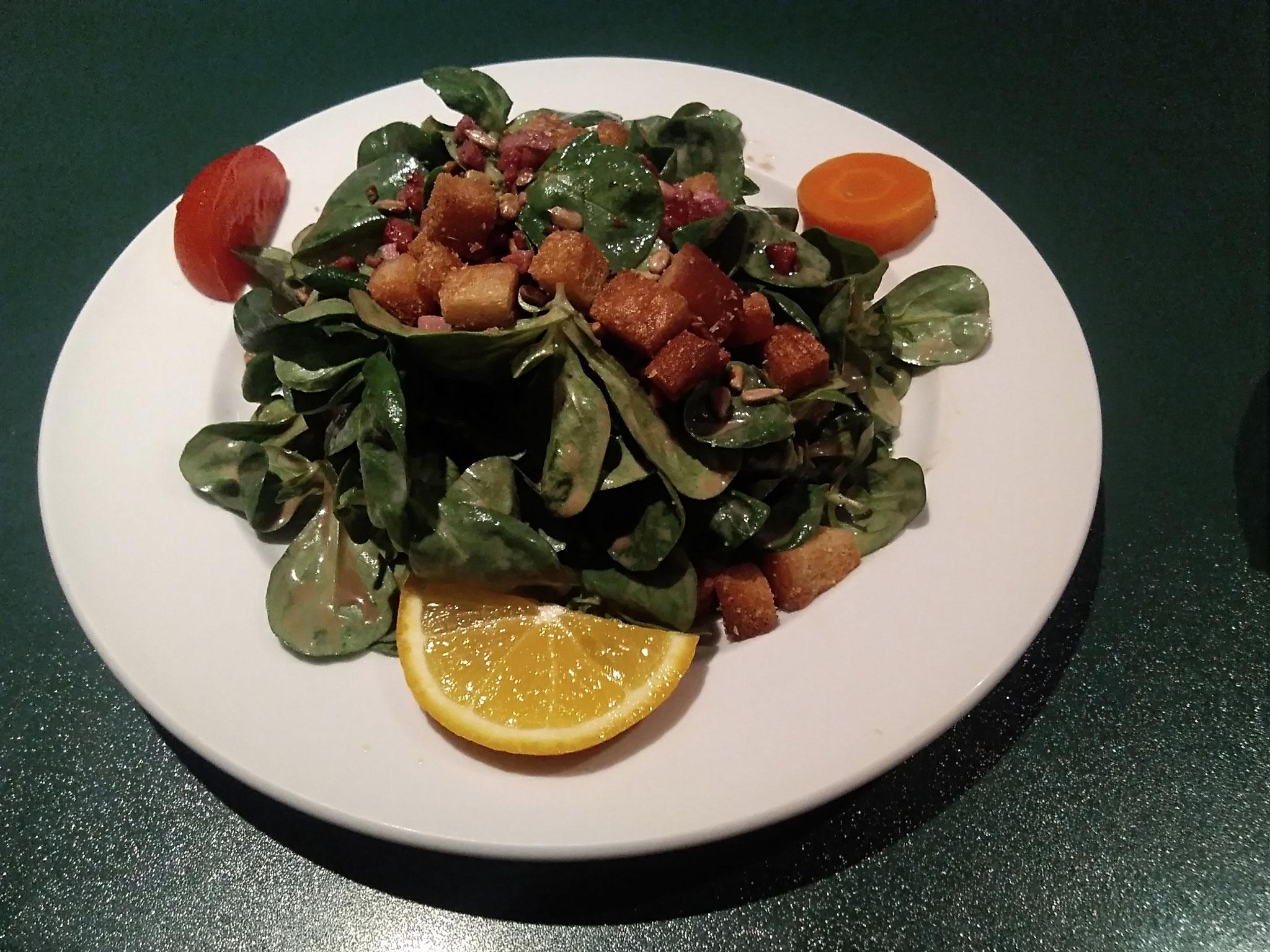 Nüsslisalat mit Speck un Croutons (Saisonal)