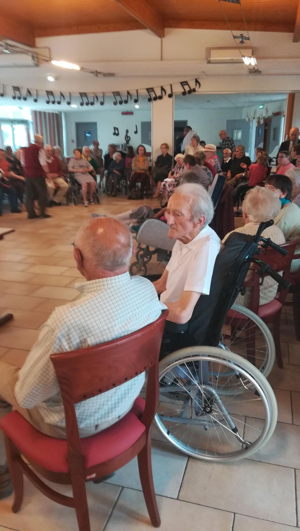 Prière mariale à la maison de retraite