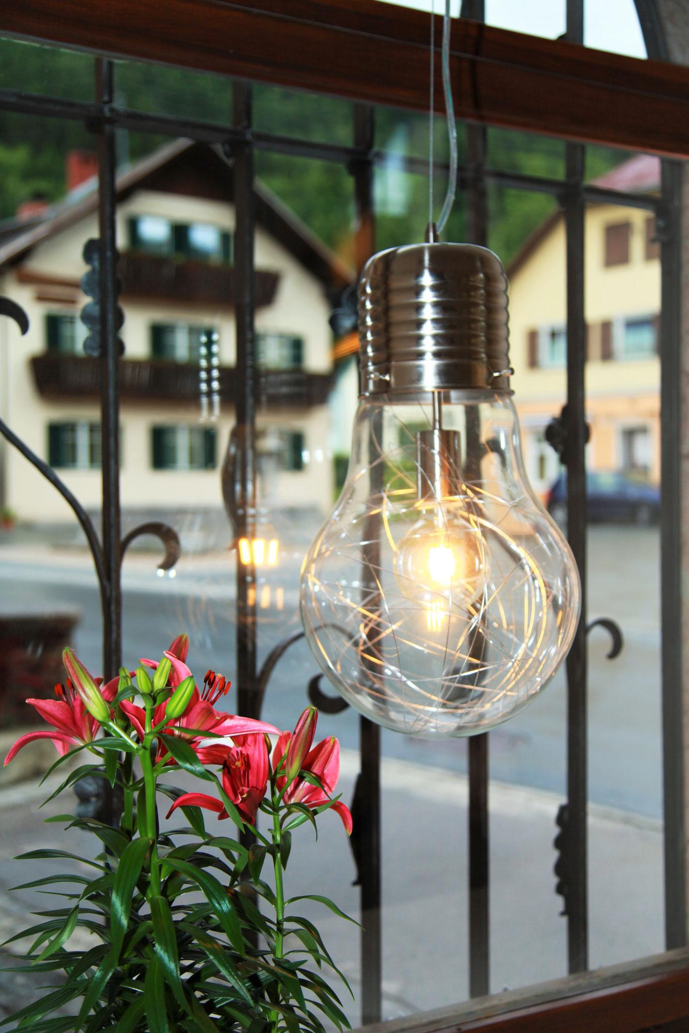 Moderne Dekoration und gute Beleuchtung