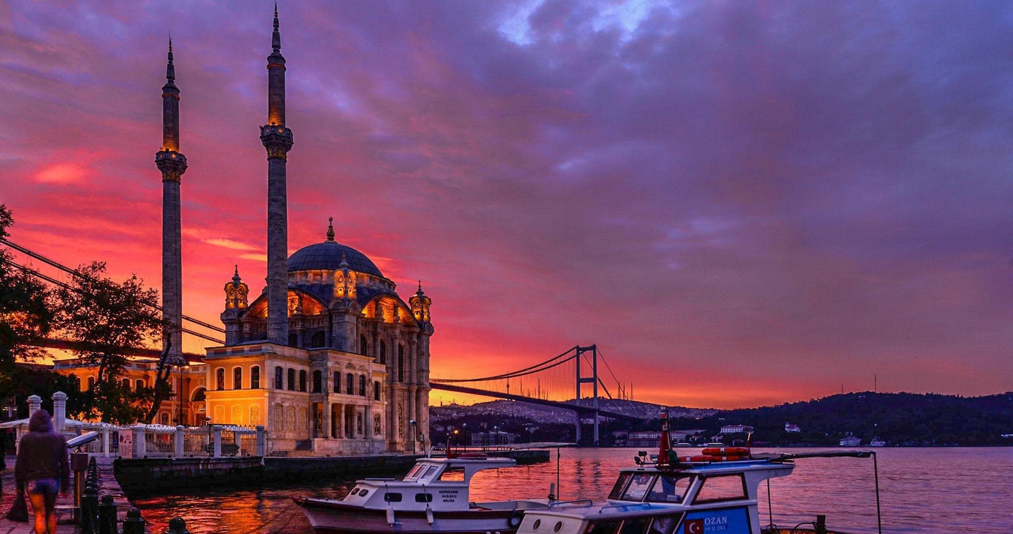 Ortaköy Mosche und der Bosporus