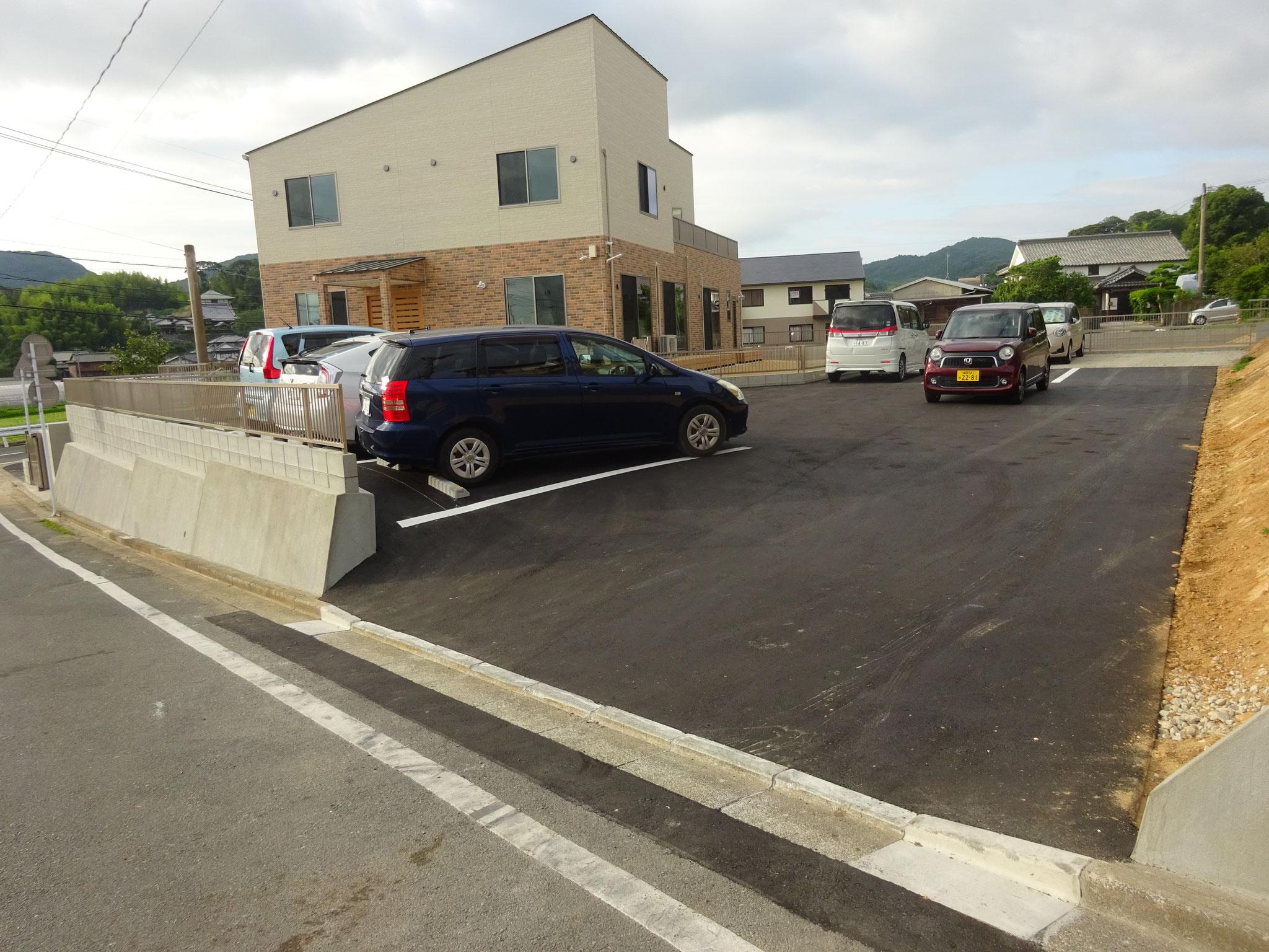 「接道=幅広公道」へ余裕の幅広出入口  交通量も少なく安心安全!