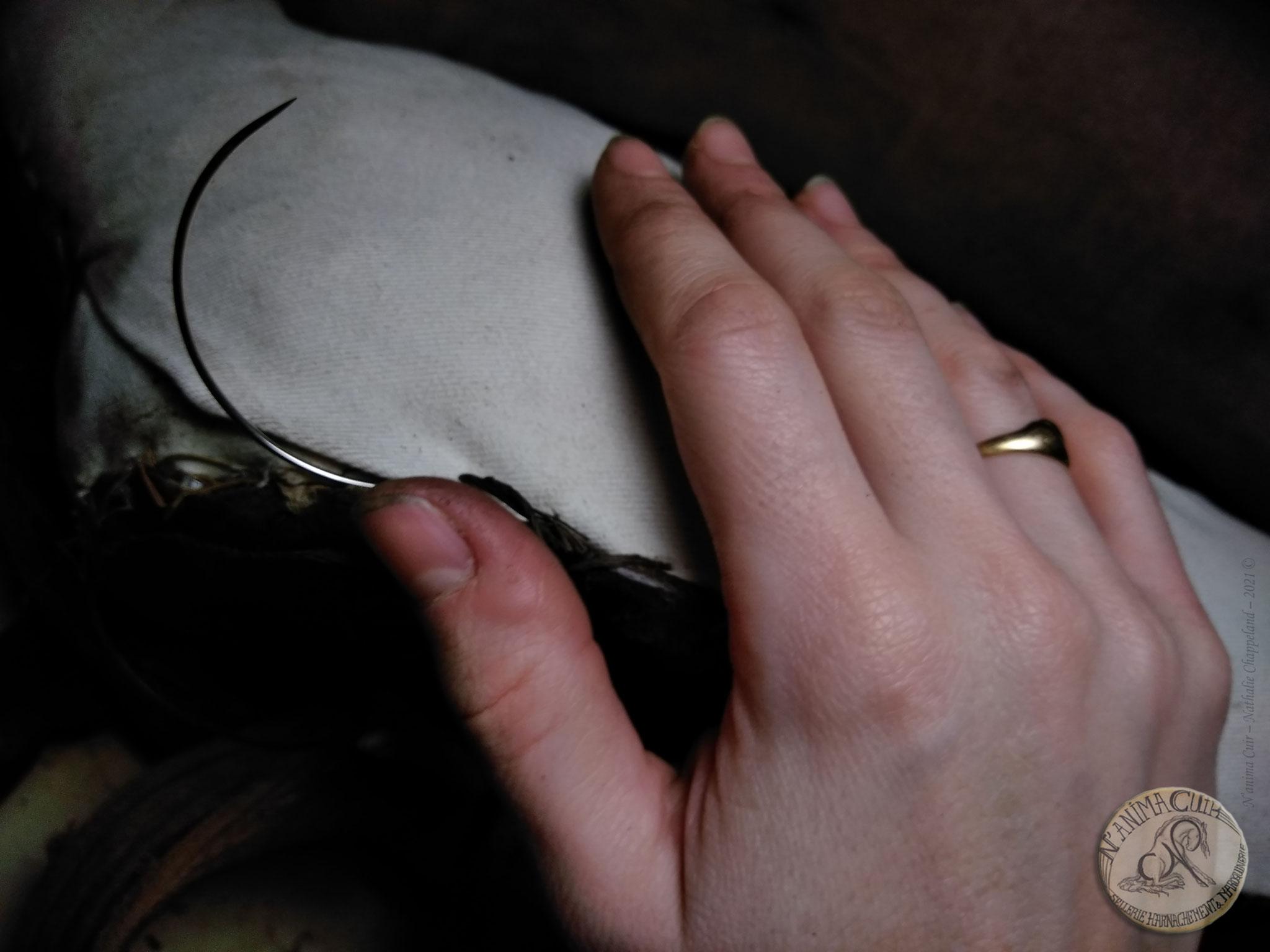 réparation / restauration / entretien N'anima Cuir sur collier d'épaules et sa paire de guides ©