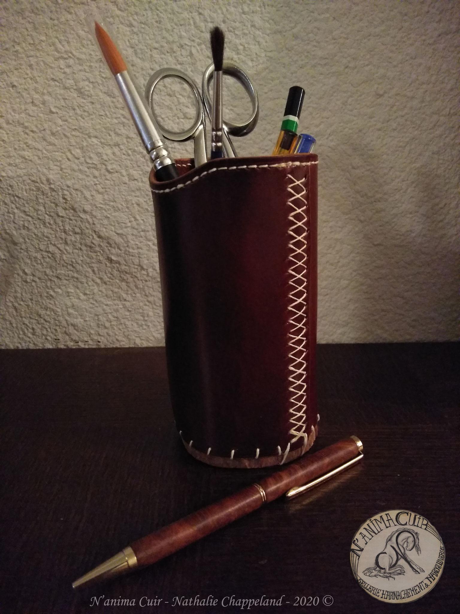 pot à crayon, cuir et bois naturel brut, laçage et coutures main au point sellier, N'anima Cuir ©