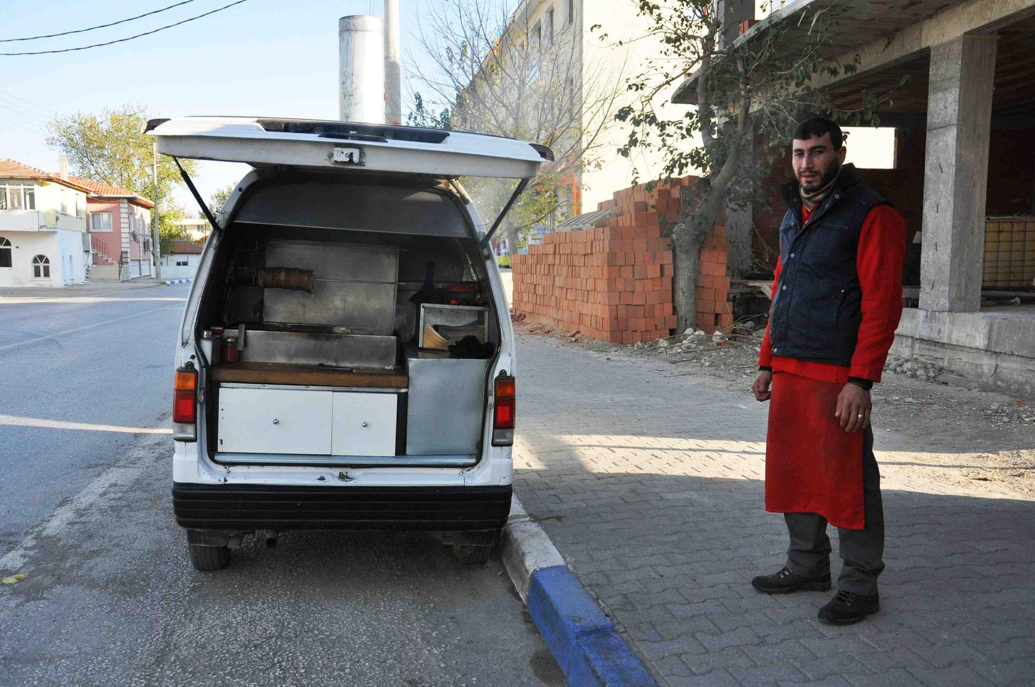 Le camion kokoreç, des abats à bas prix.