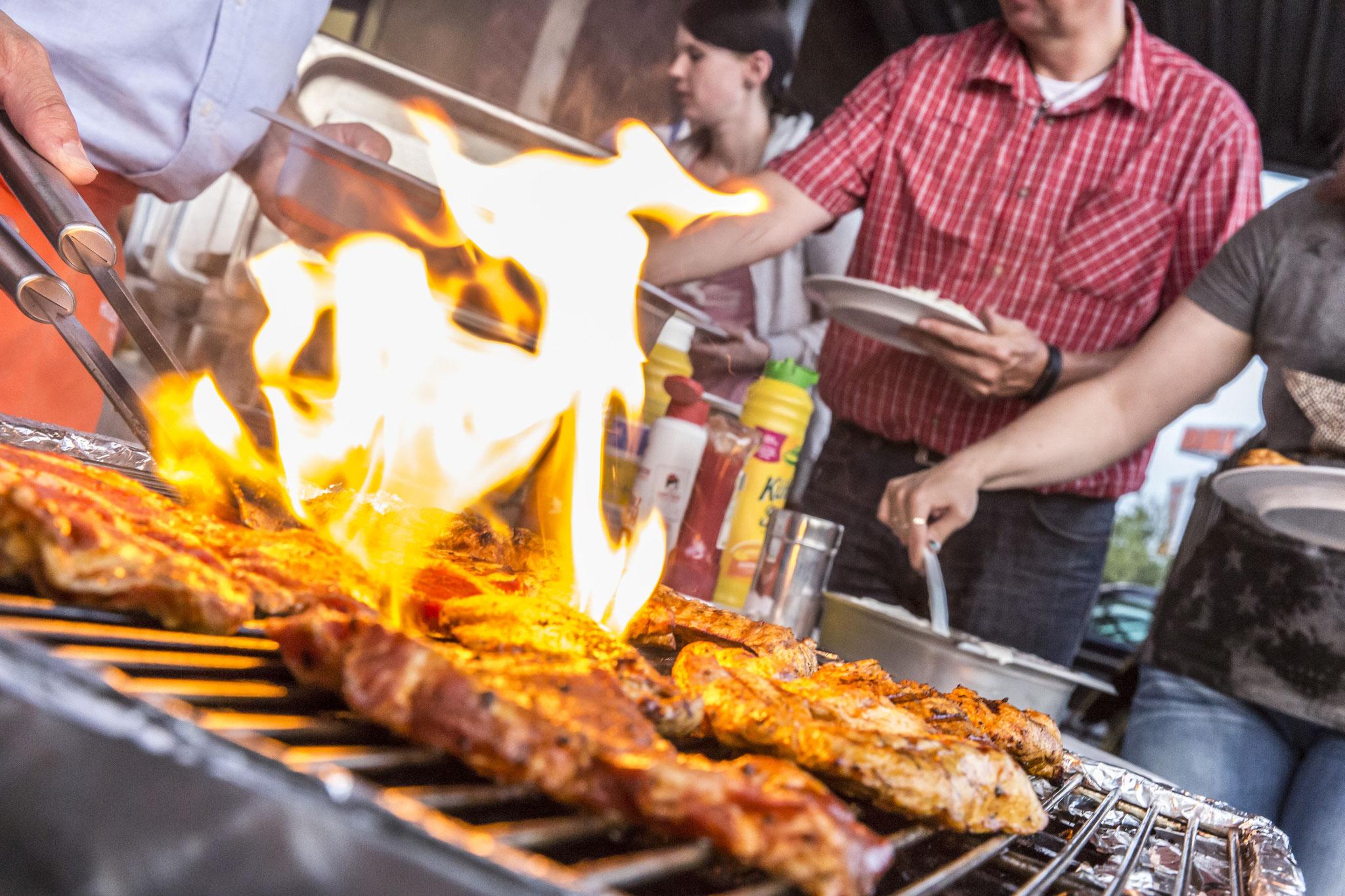 Mit Feuer und Flamme beim Grillen