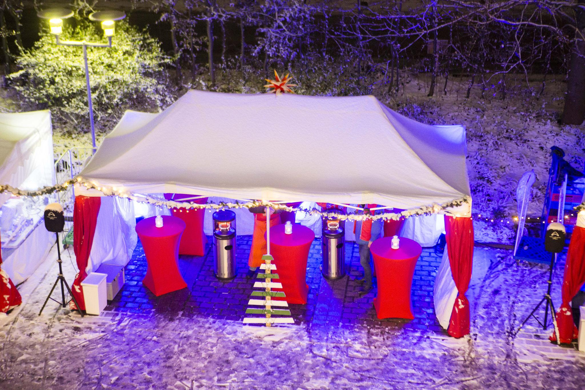 Zelt mit Stehtischen