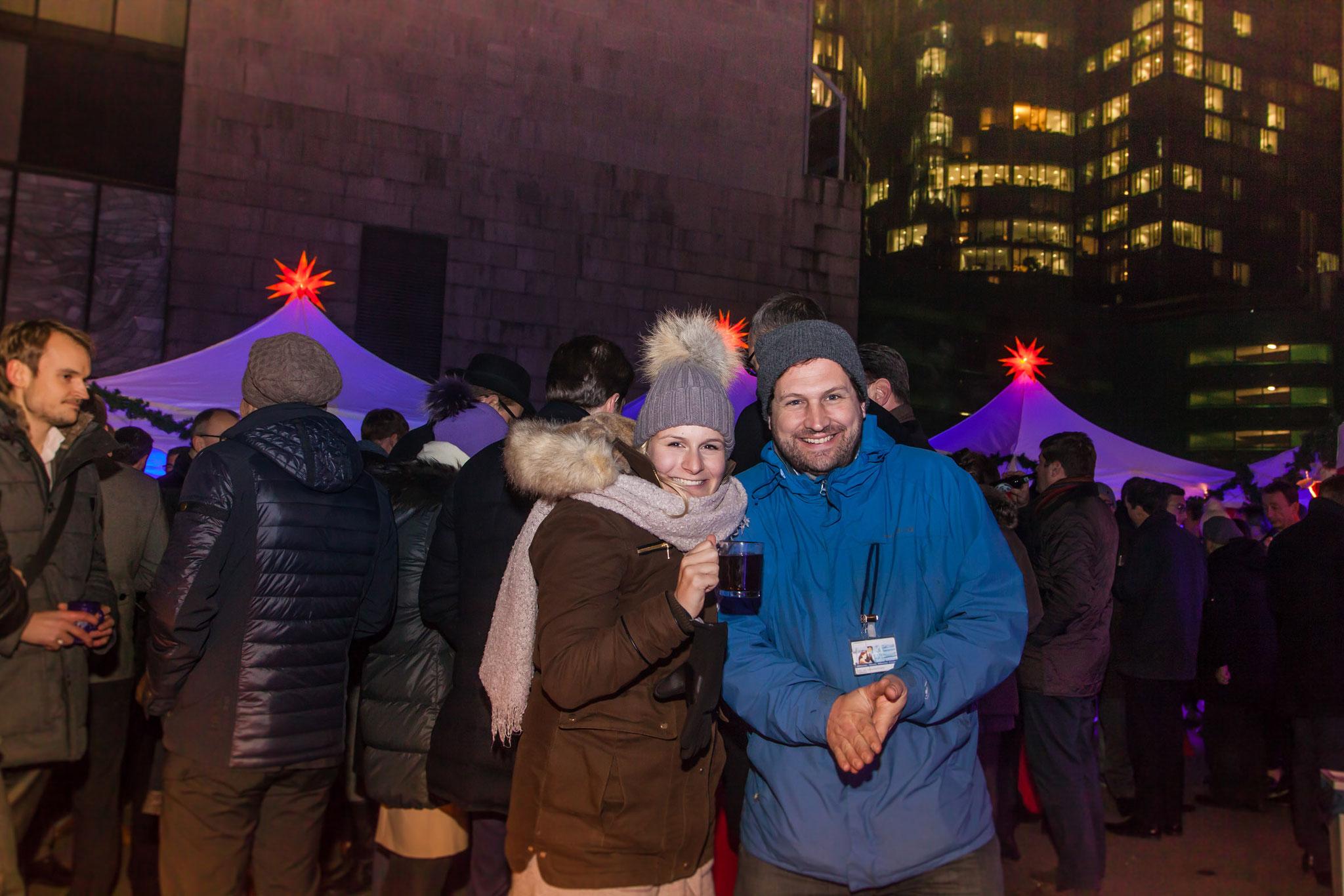 """<h2>""""Danke für das Weihnachtsfeeling, dass Sie unseren Gästen und uns vermittelt haben und vor allem Danke für die schöne Dekoration und unser kleines Winter-Wonderland mitten in Frankfurt.""""</h2> Konzept: Mobiler Weihnachtsmarkt, Deutsche Bank"""