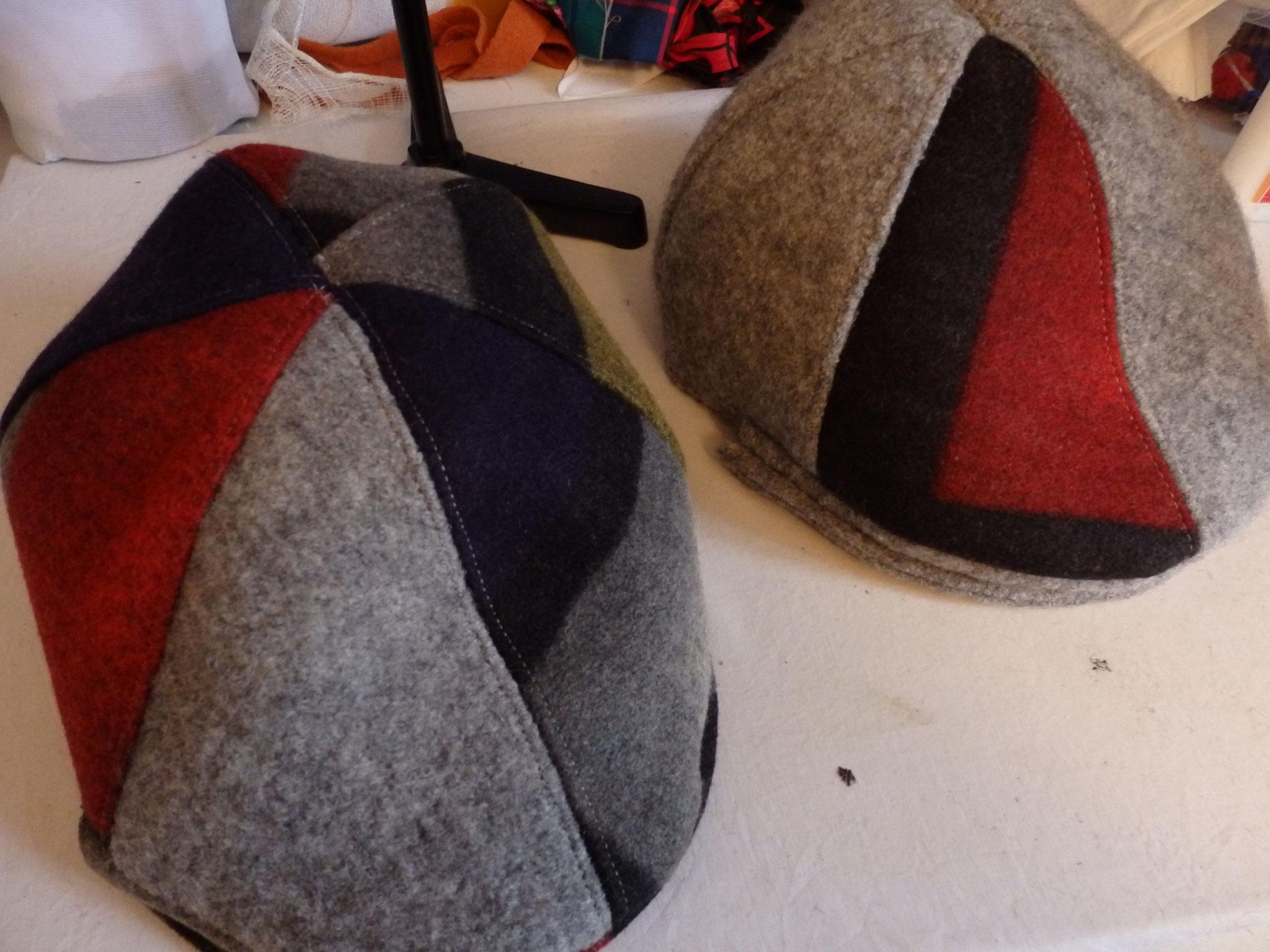 Les casquettes sont gentiment posé et attendent leur doublure