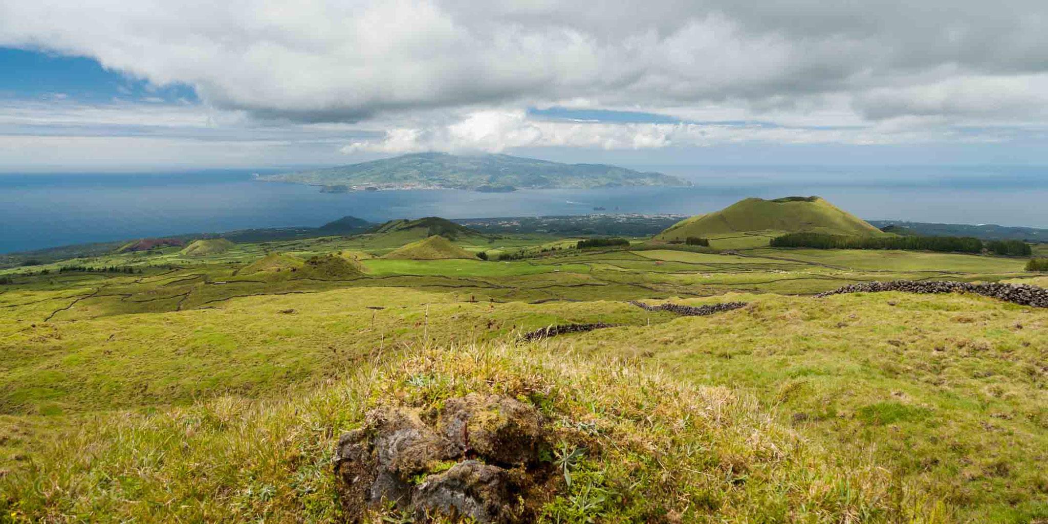 Azoren - Insel Pico - Blick auf Nachbarinsel Faial