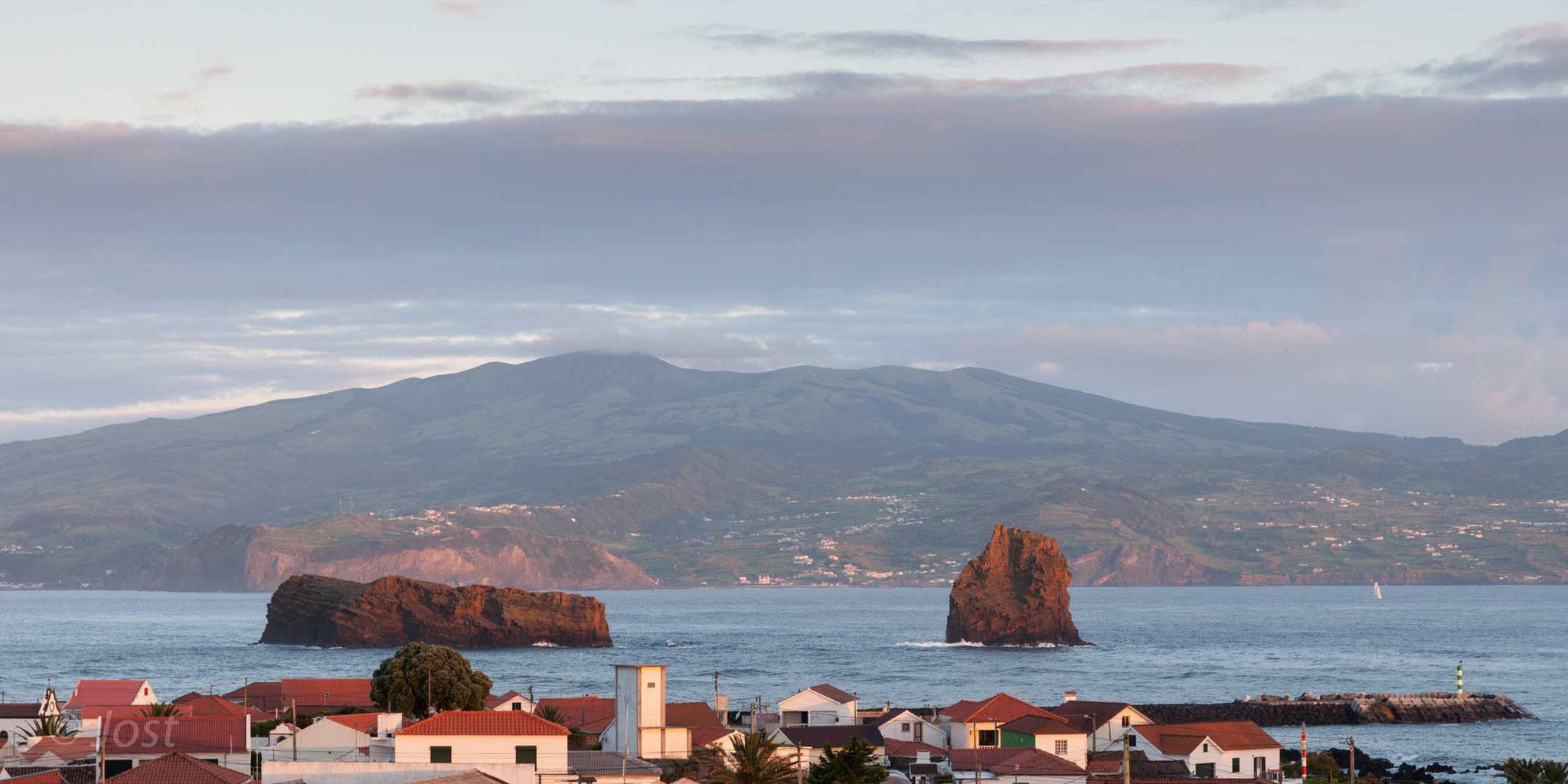 Pico - Blick über Madalena und auf die Insel Faial