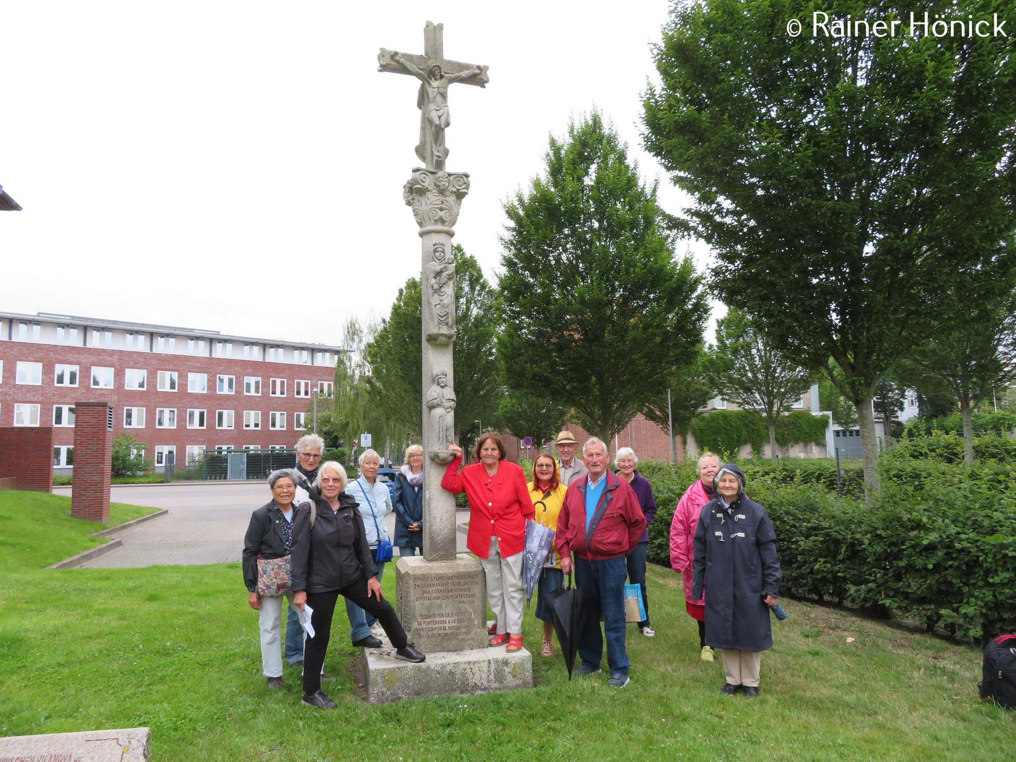 Am Pilgerkreuz beim Rathaus
