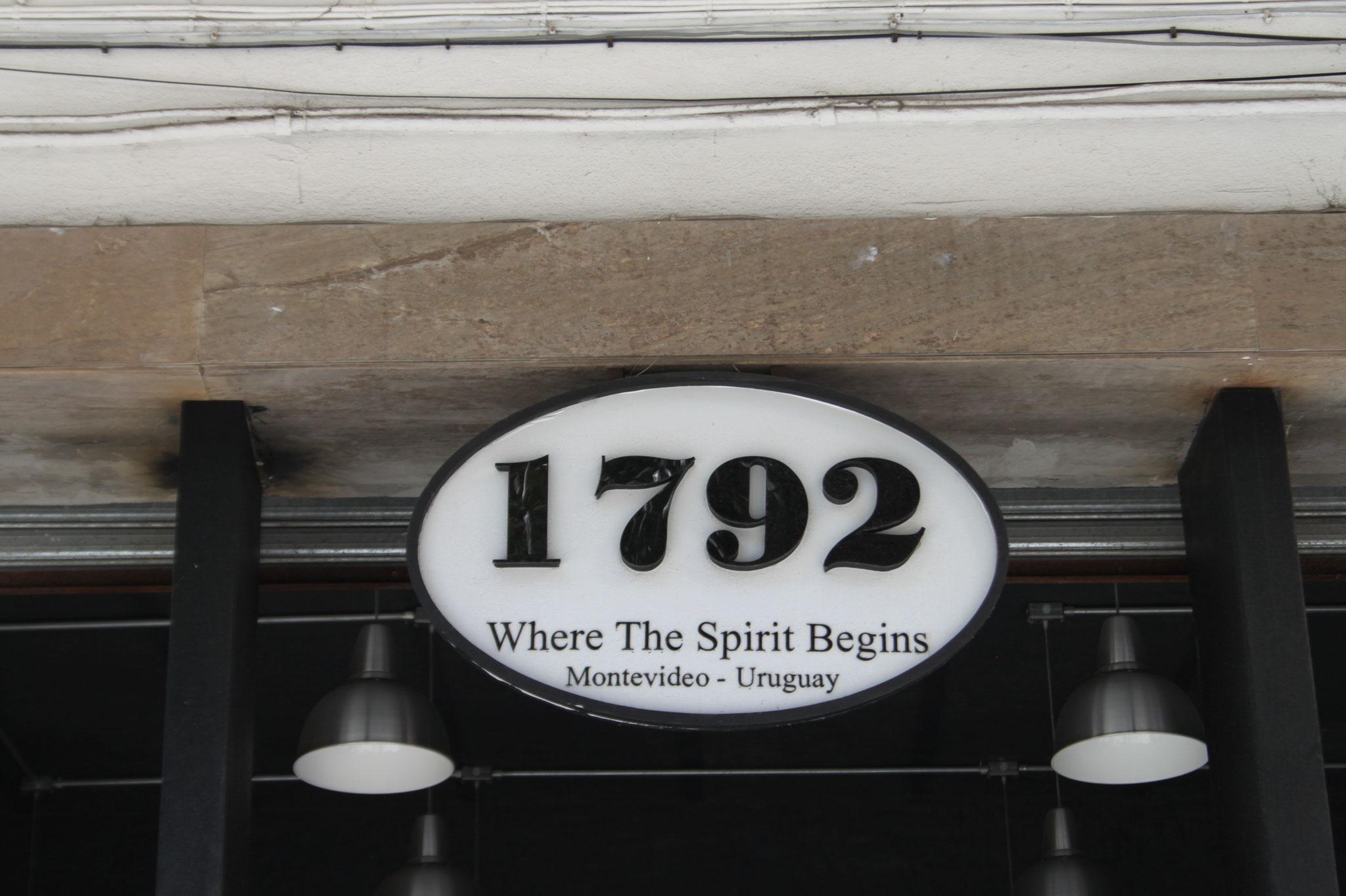 Hausnummer in der Altstadt von Montevideo