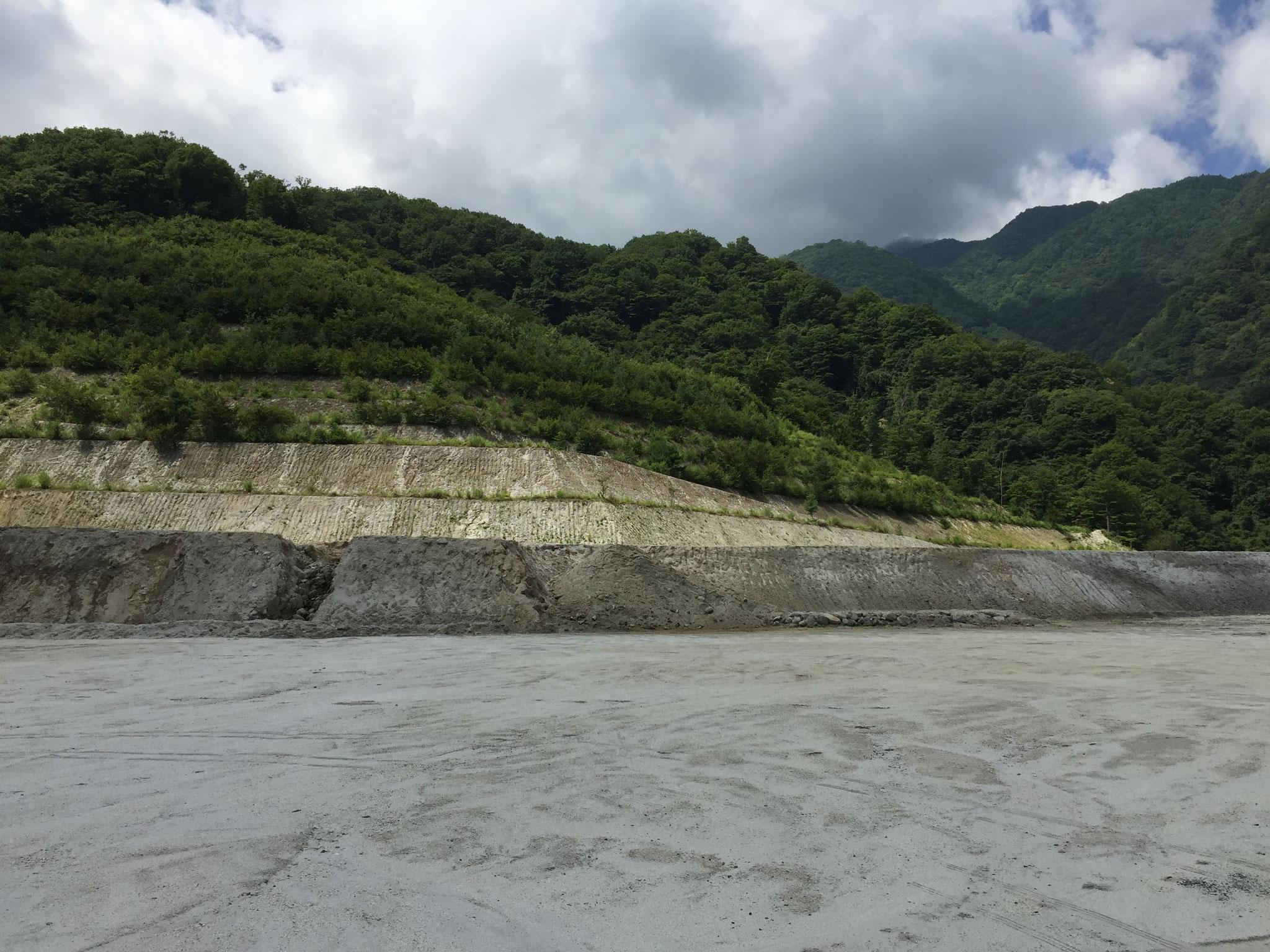 採石場 最上段部 入り口側
