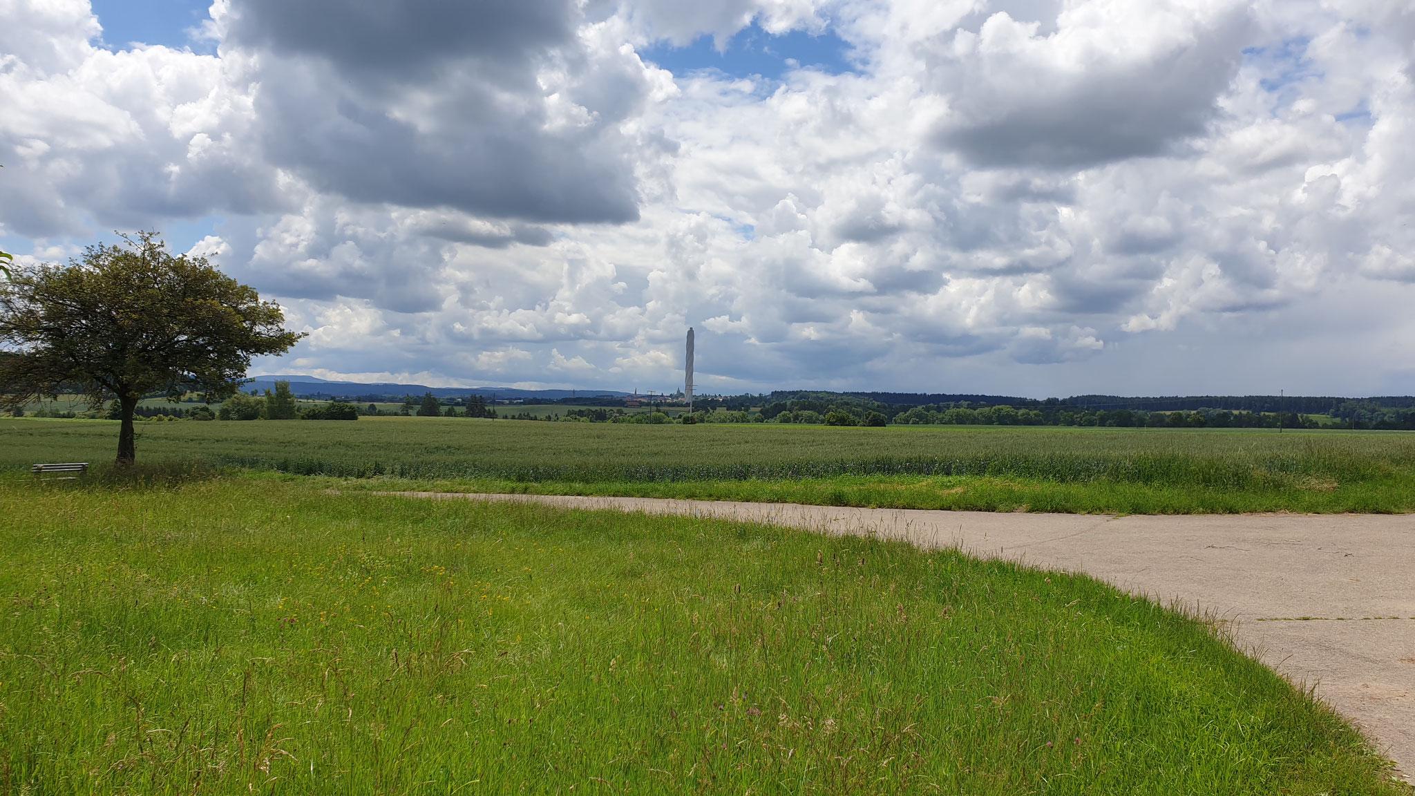 Der Thyssen-Krupp-Turm in der Ferne