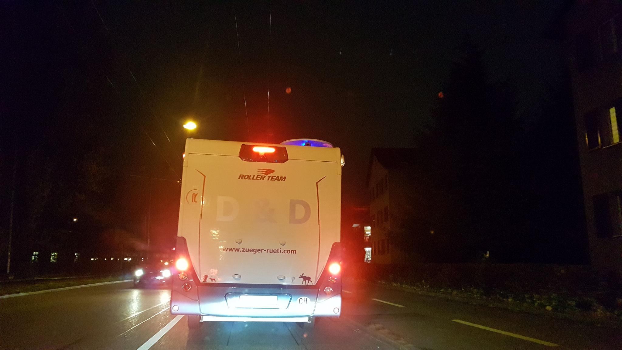 Das blaue Licht leuchtet ja sogar während der Fahrt