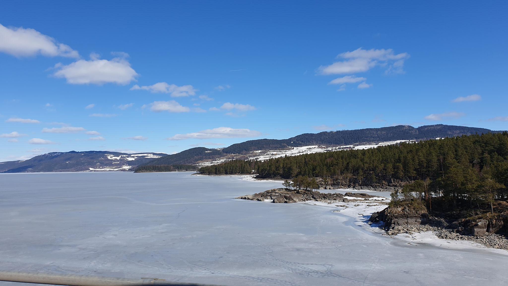 Der See ist total gefroren