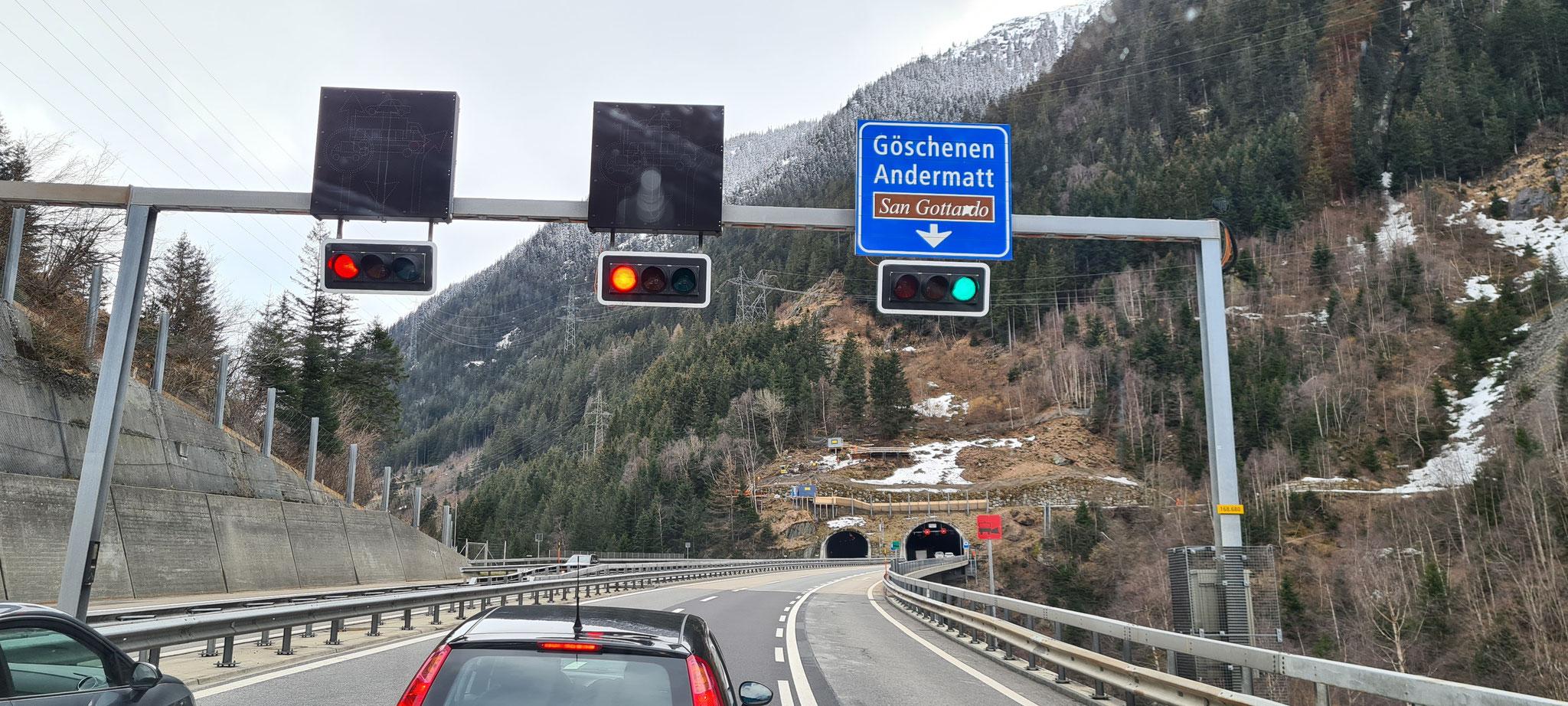 Ein bisschen Stop-and-go vor dem Gotthardtunnel