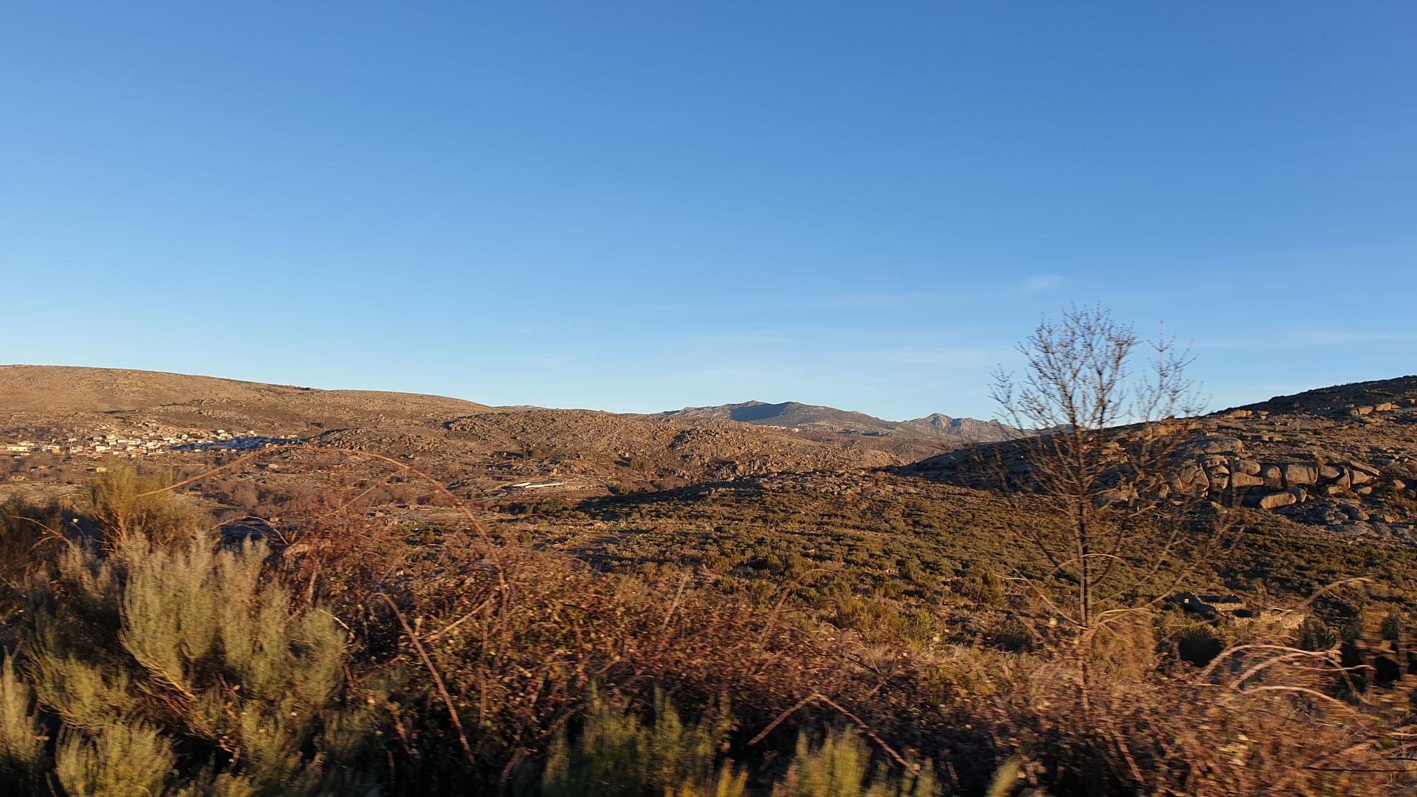 Eine Morgenfahrt hier durch die Berge...