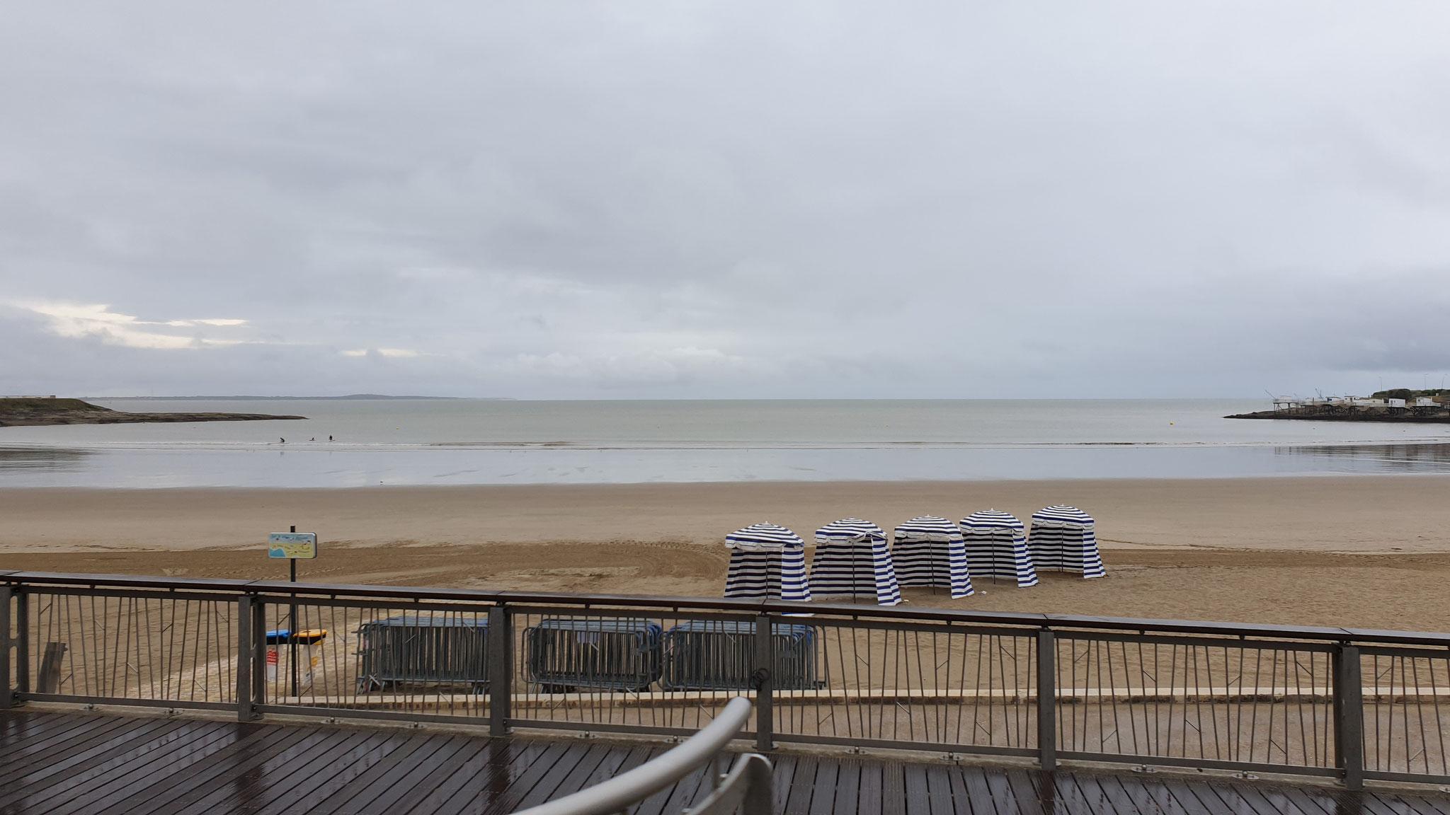 ...den Strand entlang