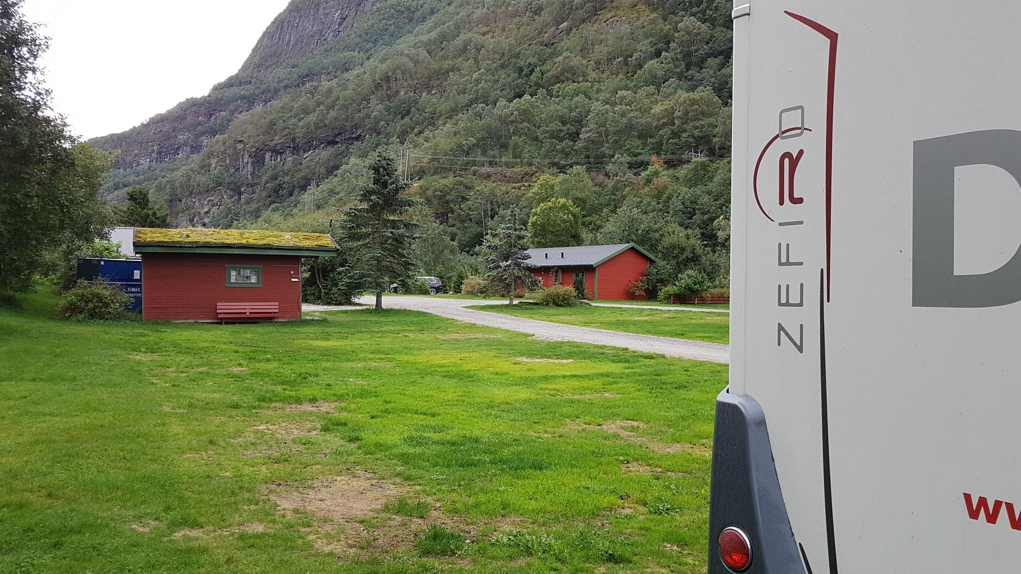 ...direkt vor dem Eingang zum Lærdalstunnel