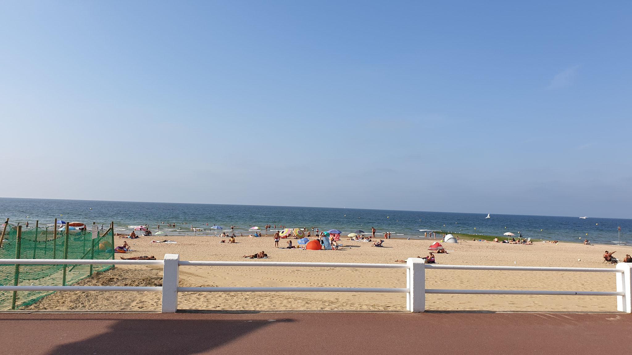 Auch am Abend noch gut besucht - der Strand
